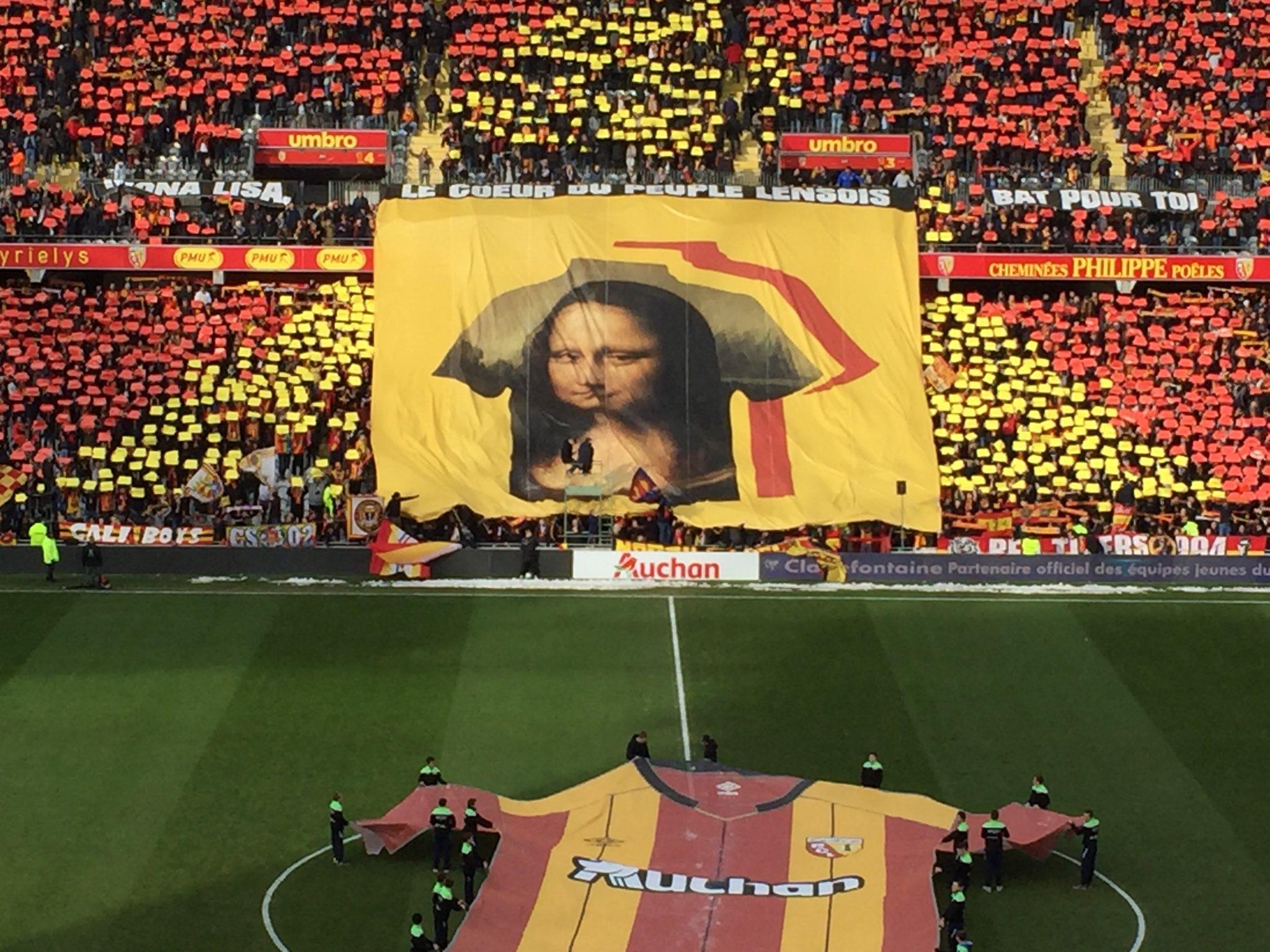 Football - Ligue 2 - Les supporters lensois réclament à Emmanuel Macron le prêt de La Joconde
