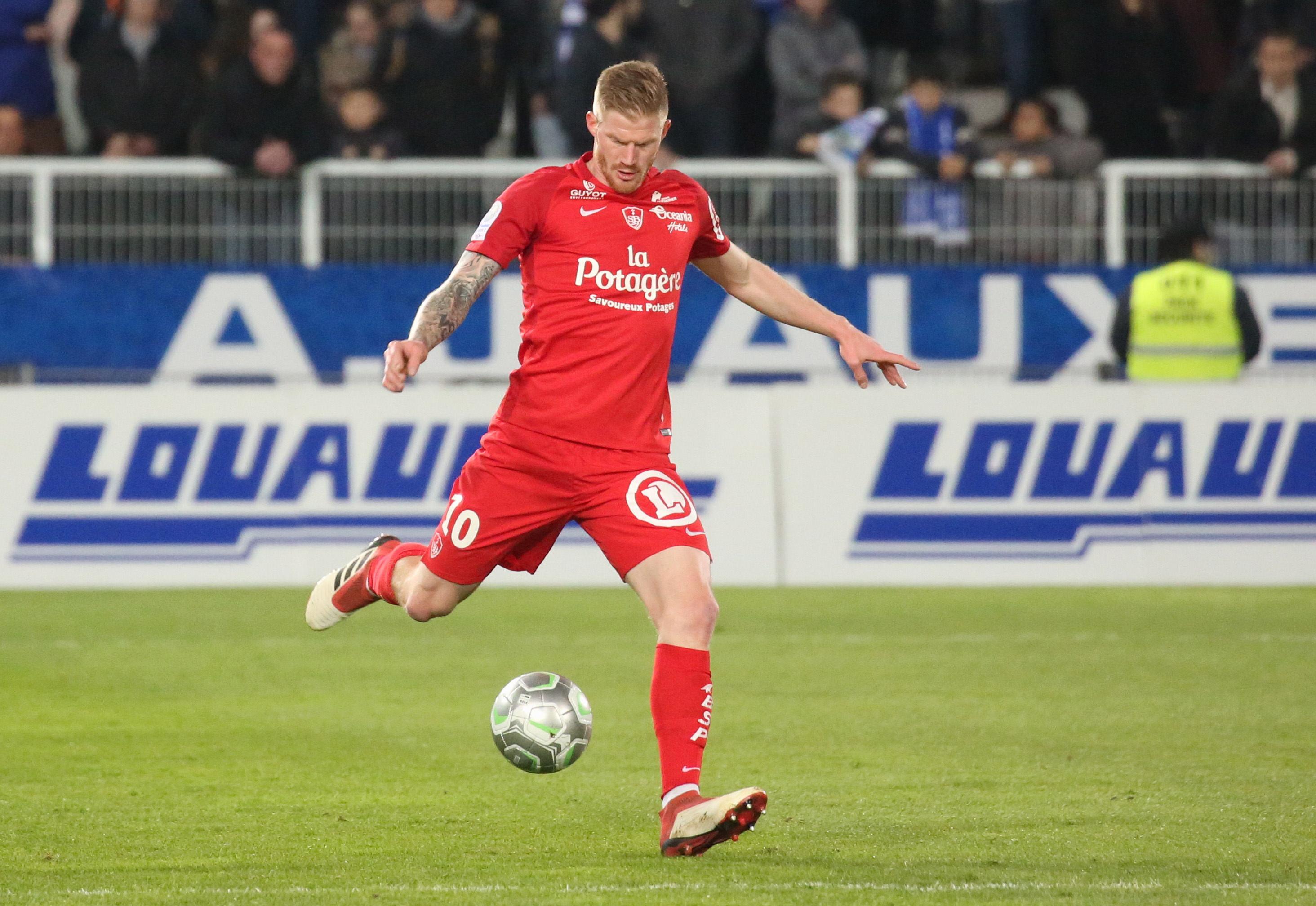 Football - Ligue 2 -  Brest donne une leçon de football à Lorient
