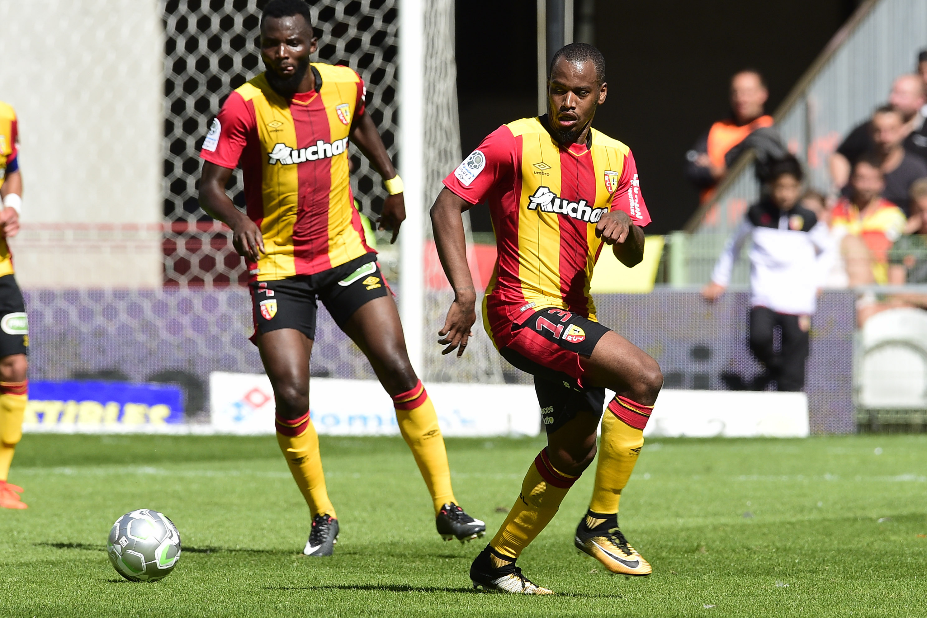 Football - Ligue 2 - Ligue 2 : Lens-Reims en direct