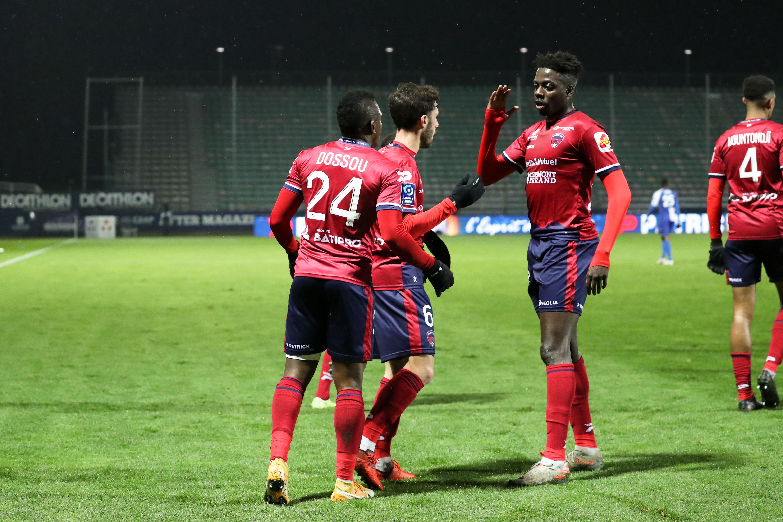 Football - Ligue 2 - Ligue 2 : Troyes et Toulouse en patrons, Clermont sur le podium