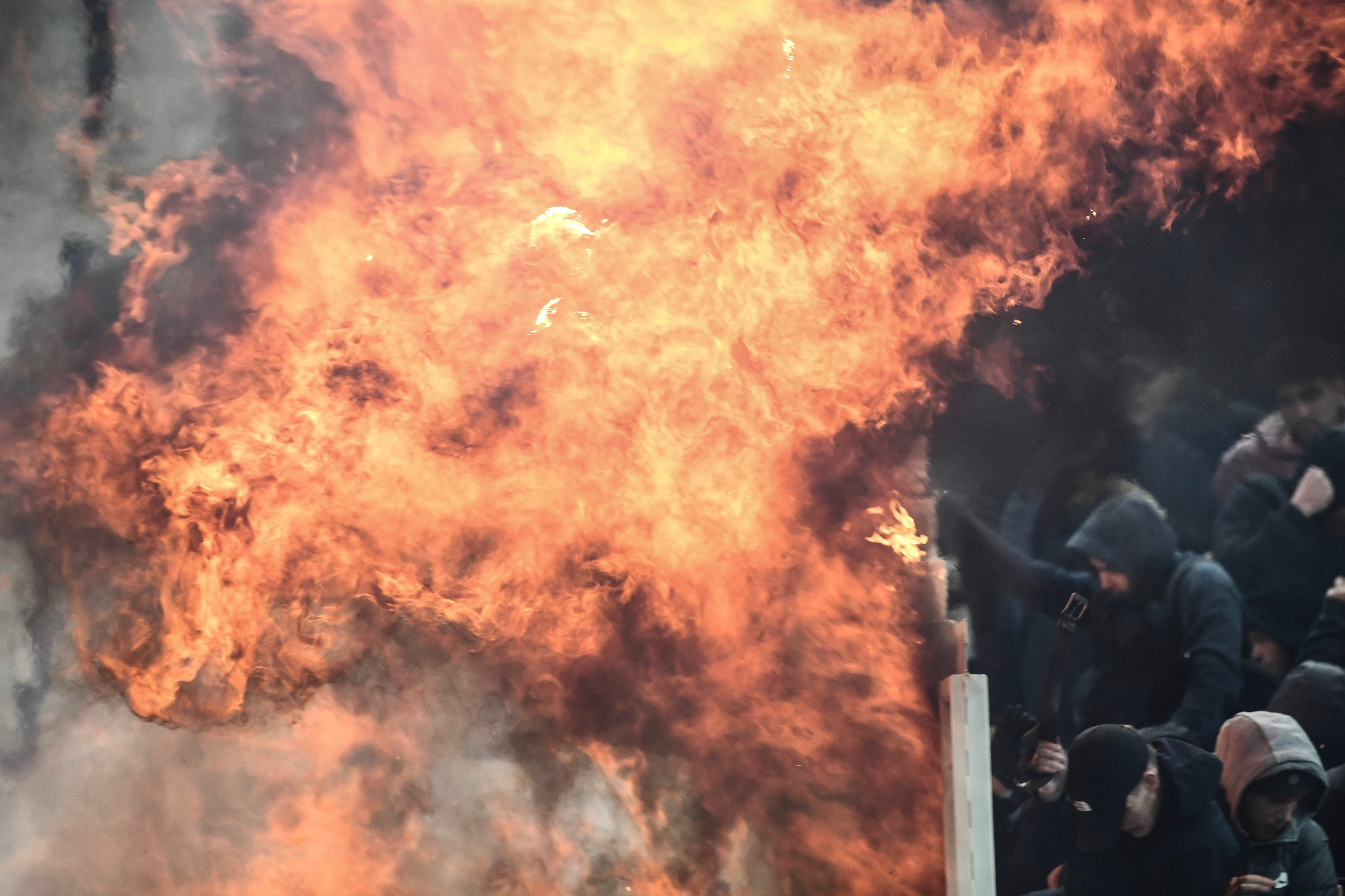 Football - Ligue des champions - AEK Athènes-Ajax Amsterdam : violents incidents entre supporters