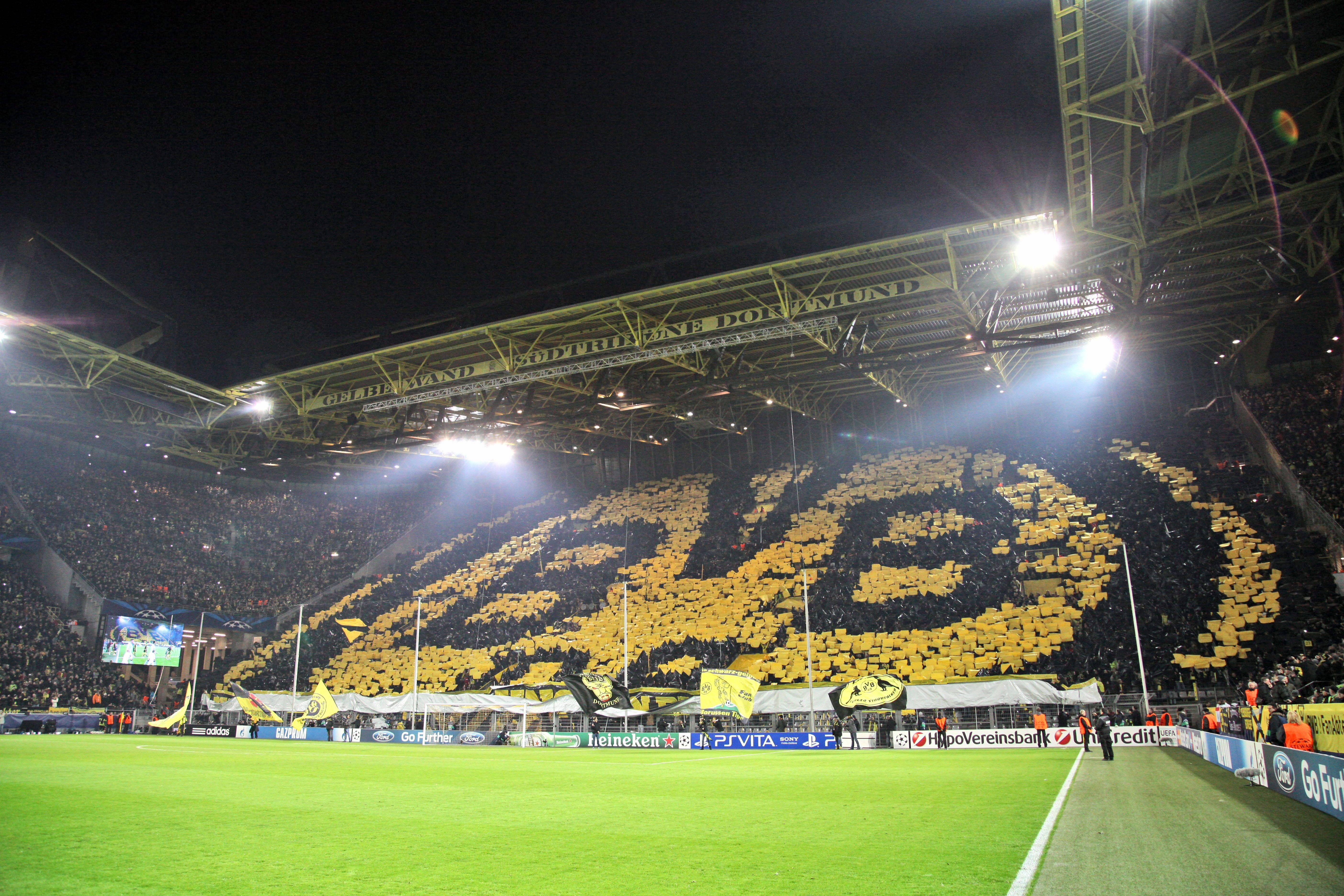 dortmund et son mur jaune qui fait peur toute l europe ligue des champions football. Black Bedroom Furniture Sets. Home Design Ideas