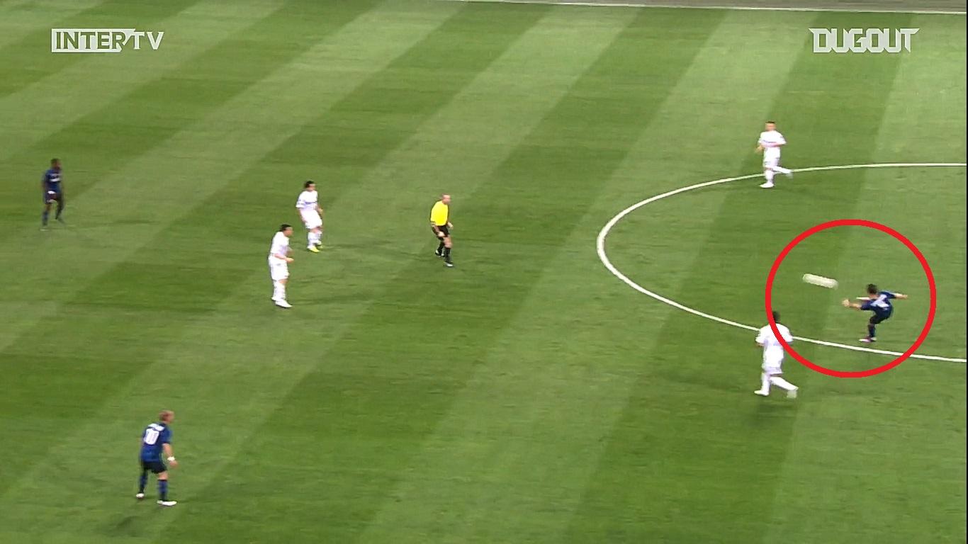 Football - Ligue des champions - En attendant le foot : la volée de 50 mètres de Dejan Stankovic en 2011