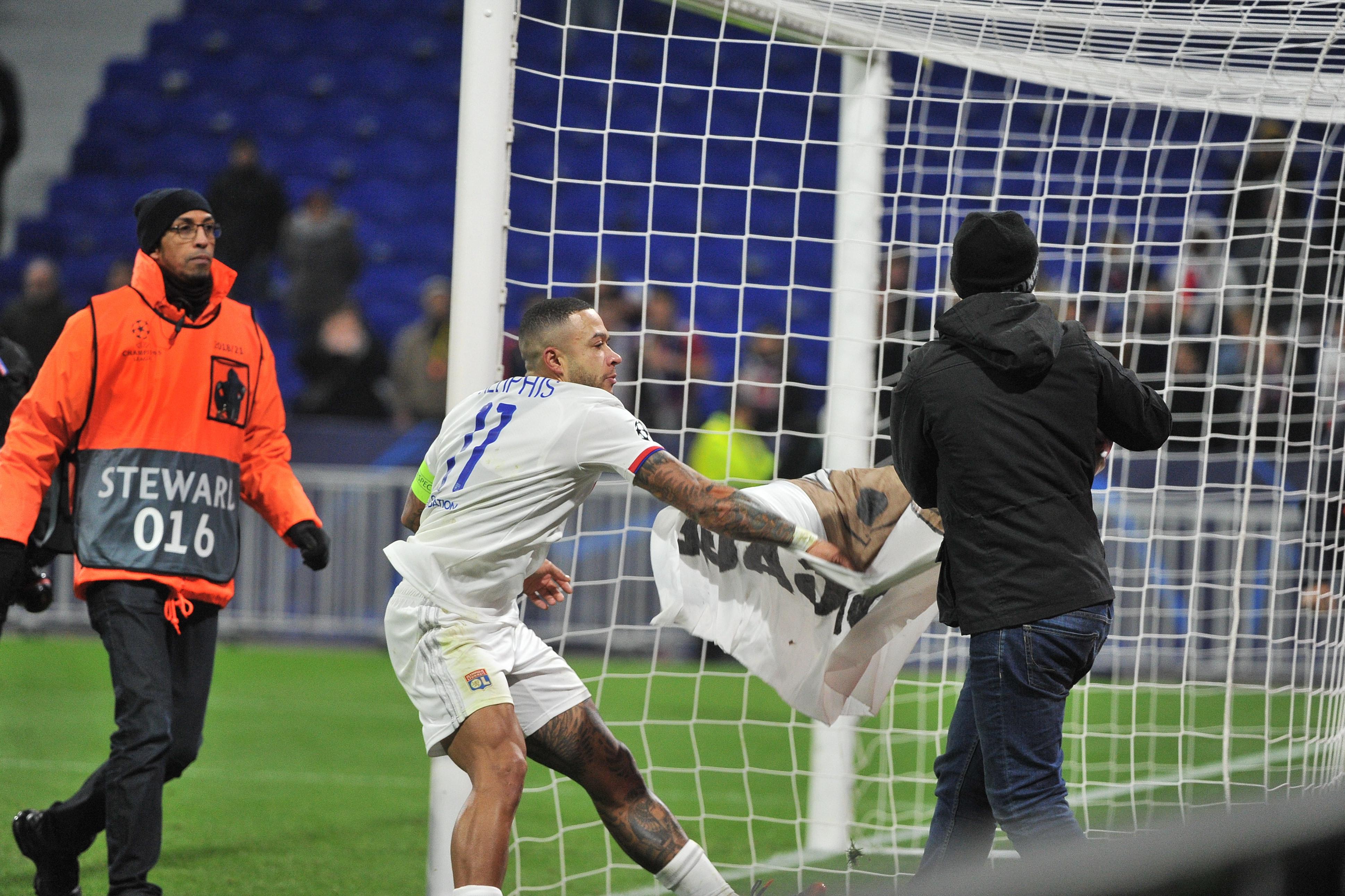 Football - Ligue des champions - «Ils nous ont craché dessus» : l'après-match surréaliste des Lyonnais