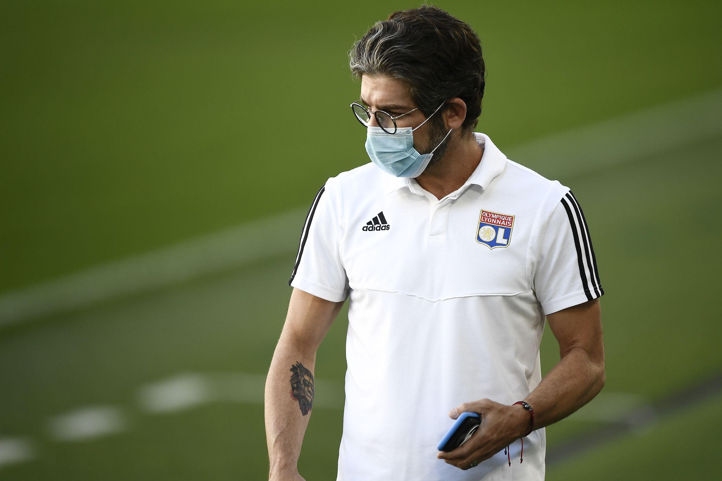 Football - Ligue des champions - Juninho sur le mercato : «On risque de perdre des joueurs importants, mais...»