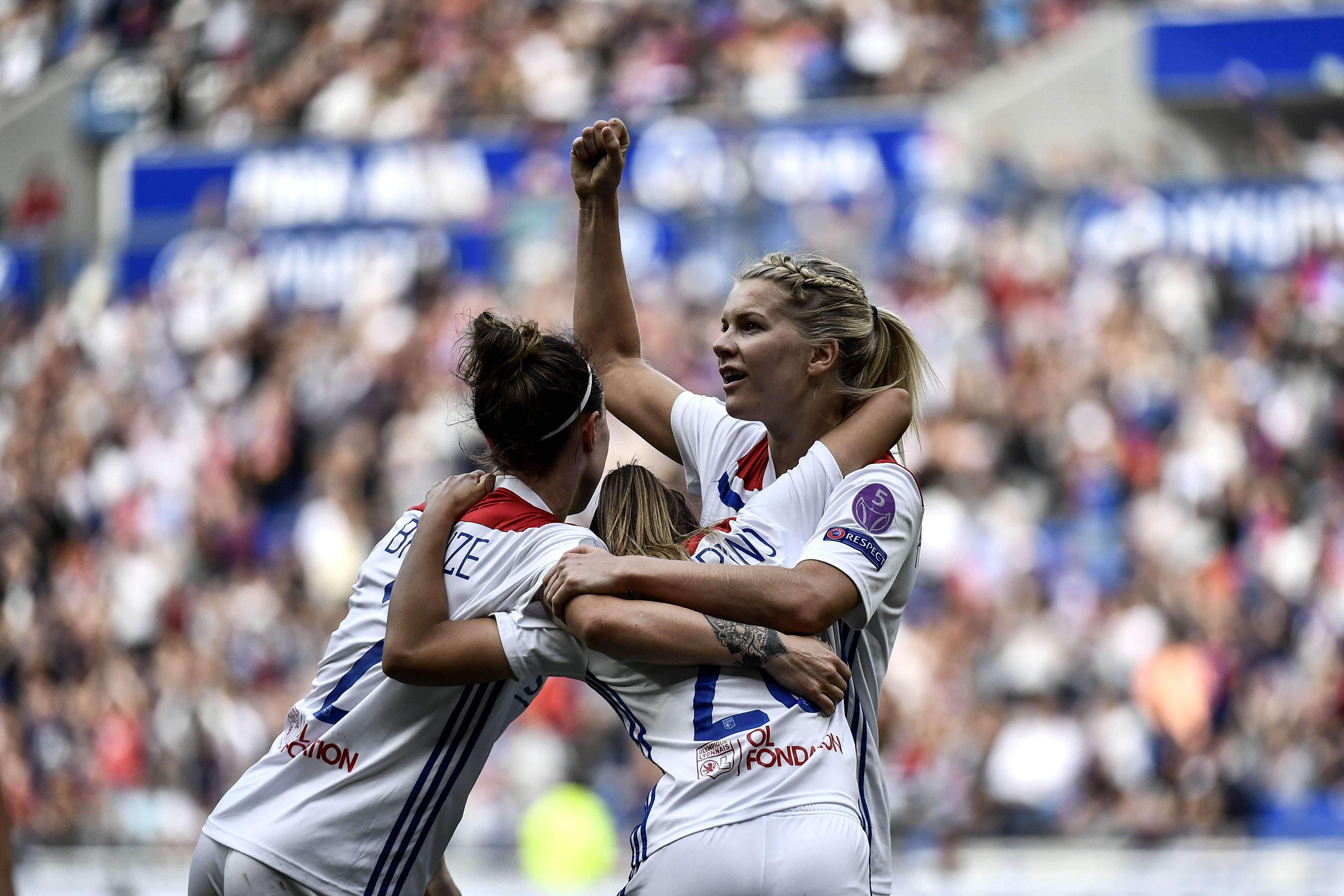 Football - Ligue des champions - L'OL prend un petit avantage face à Chelsea