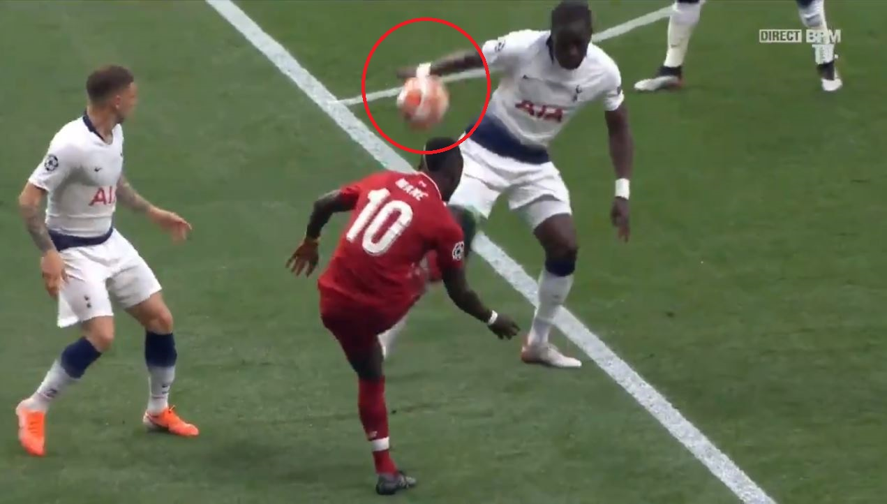 Football - Ligue des champions - La main de Sissoko qui offre un penalty et l'ouverture du score aux Reds en vidéo