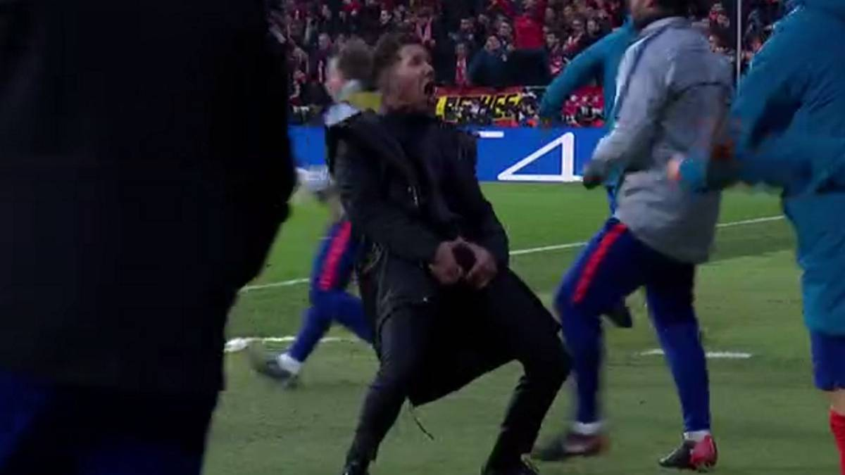 Football - Ligue des champions - Le geste obscène de Diego Simeone pour célébrer un but de l'Atlético Madrid