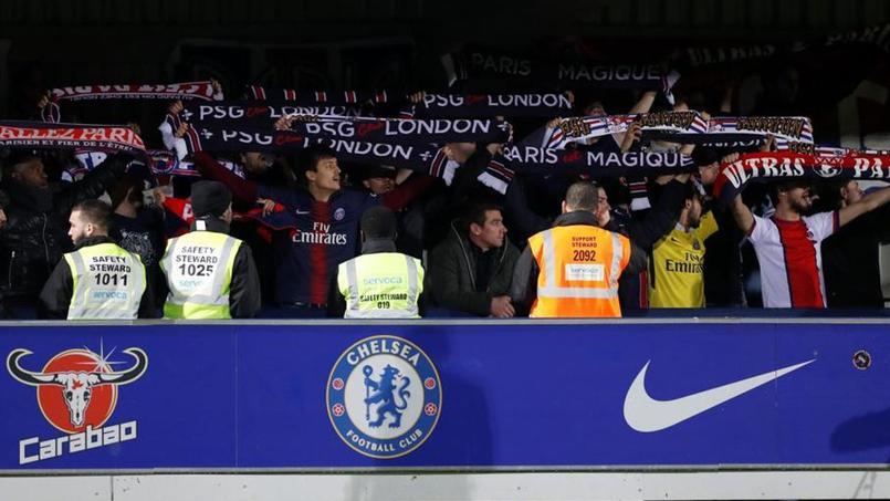 Football - Ligue des champions - Ligue des champions féminine: le PSG soutient ses fans refoulés devant le stade de Chelsea