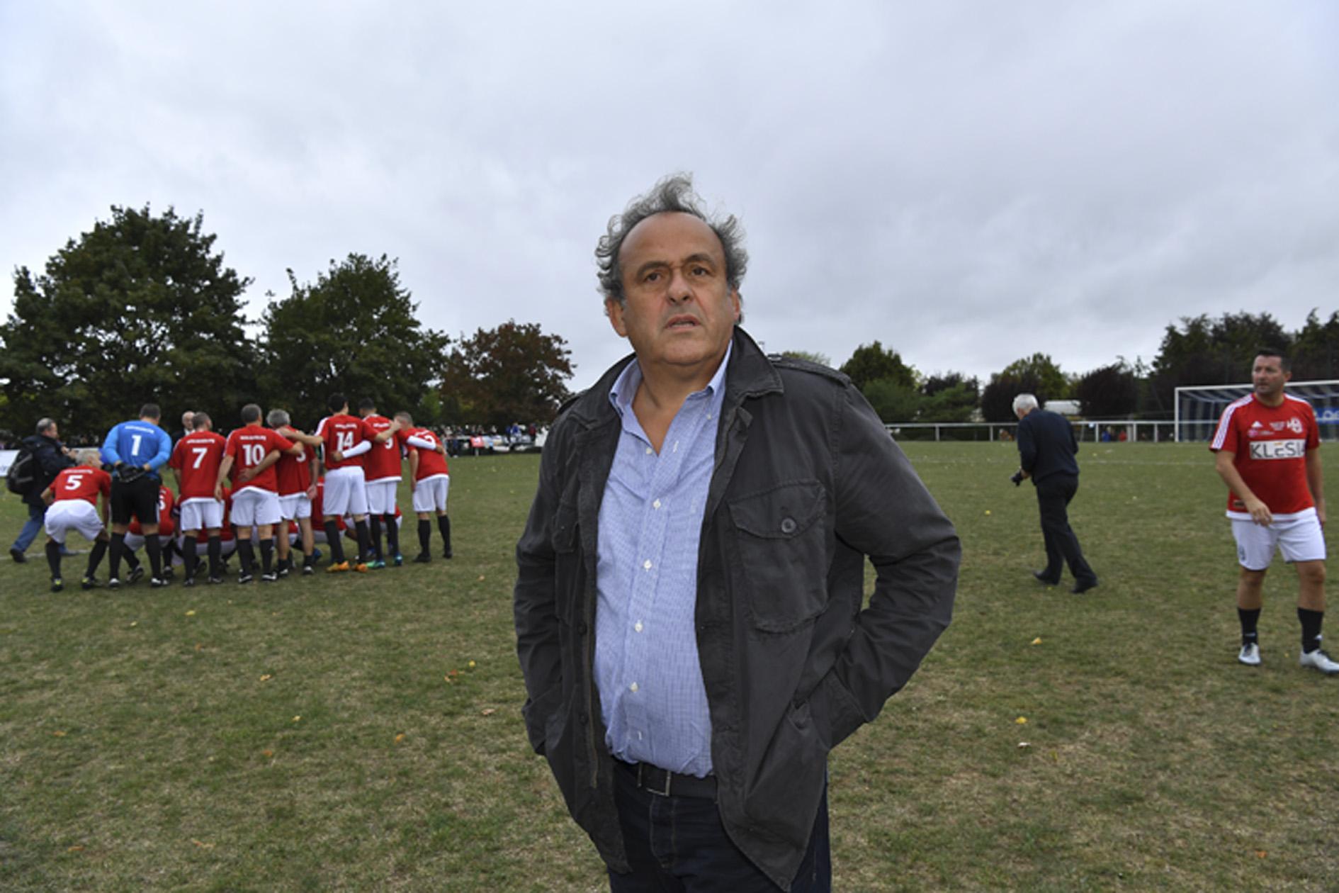 Football - Ligue des champions - Platini s'insurge sur le penalty de PSG-Manchester: «C'est involontaire»
