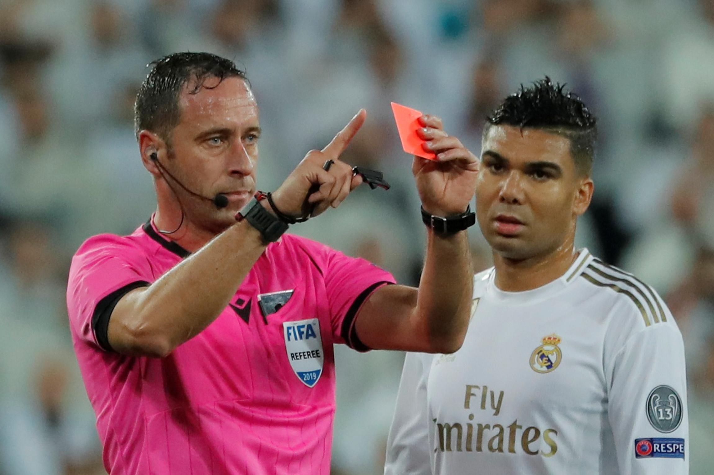 Football - Ligue des champions - Real Madrid-PSG : L'arbitre expulse Courtois... puis annule son carton rouge en «rembobinant» le match
