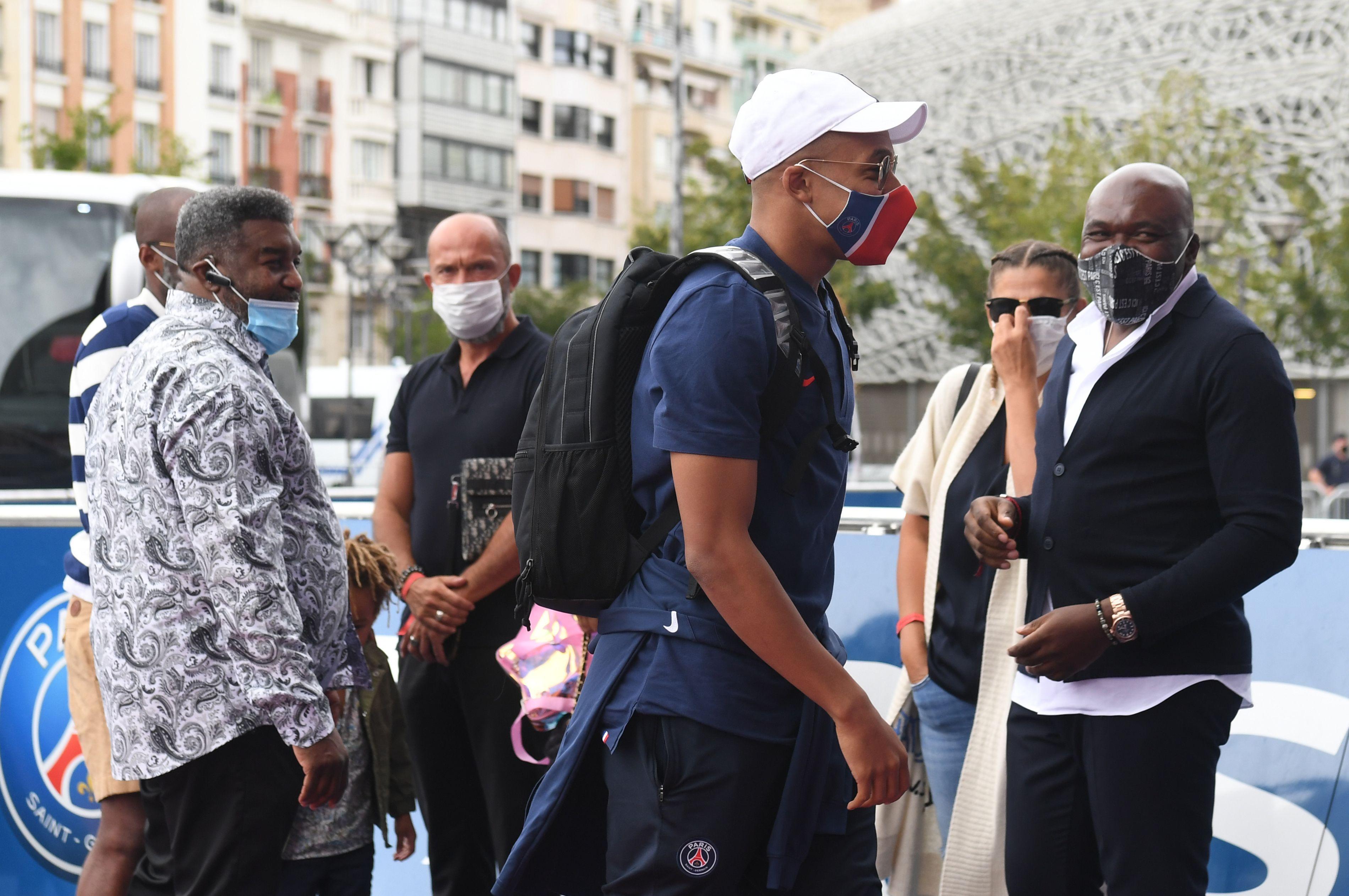 Football - Ligue des champions - Retour en catimini pour les joueurs du PSG, le match à Lens reporté ?