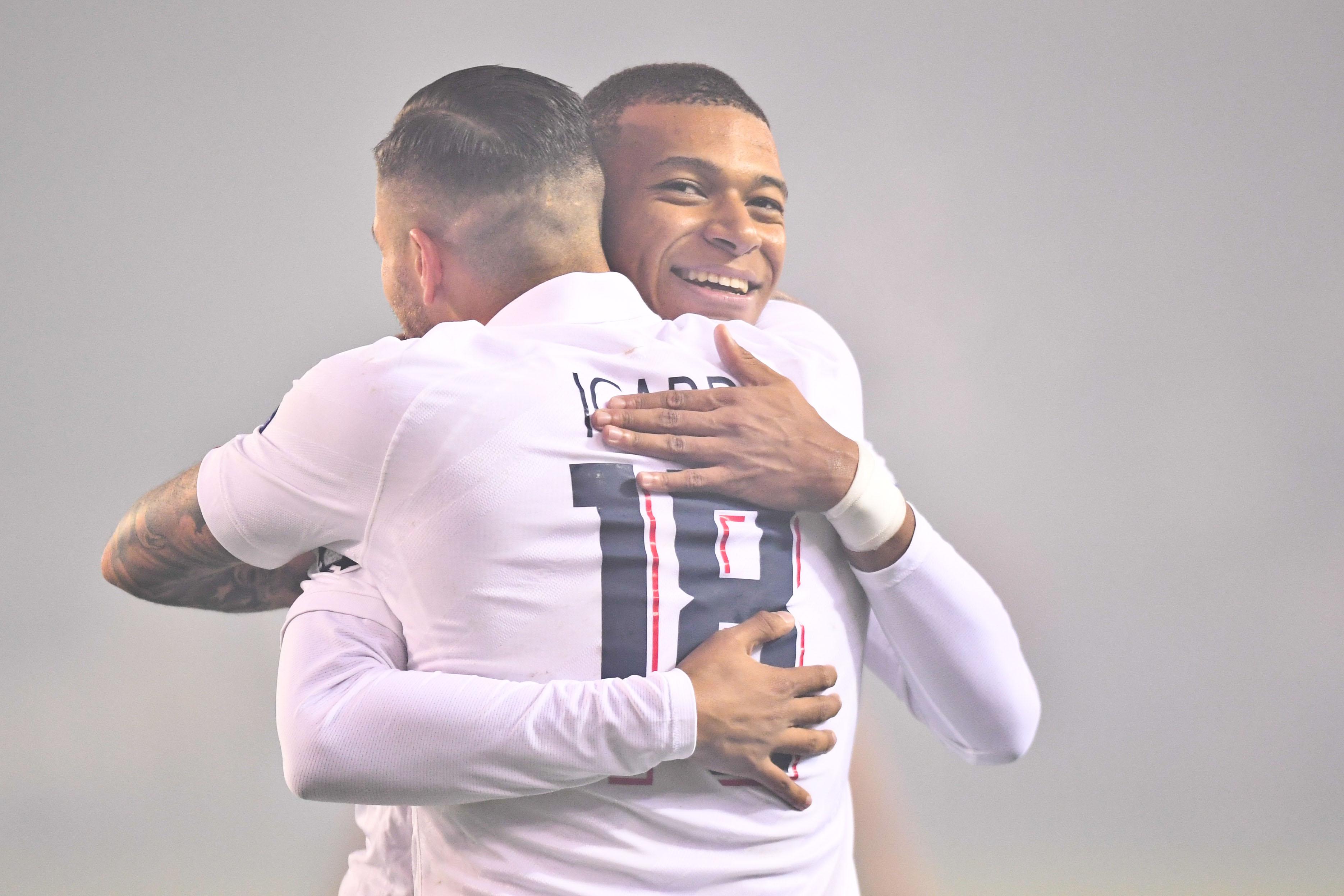 Football - Ligue des champions - Thiago Silva admiratif sur Mbappé : «Il a des dons»