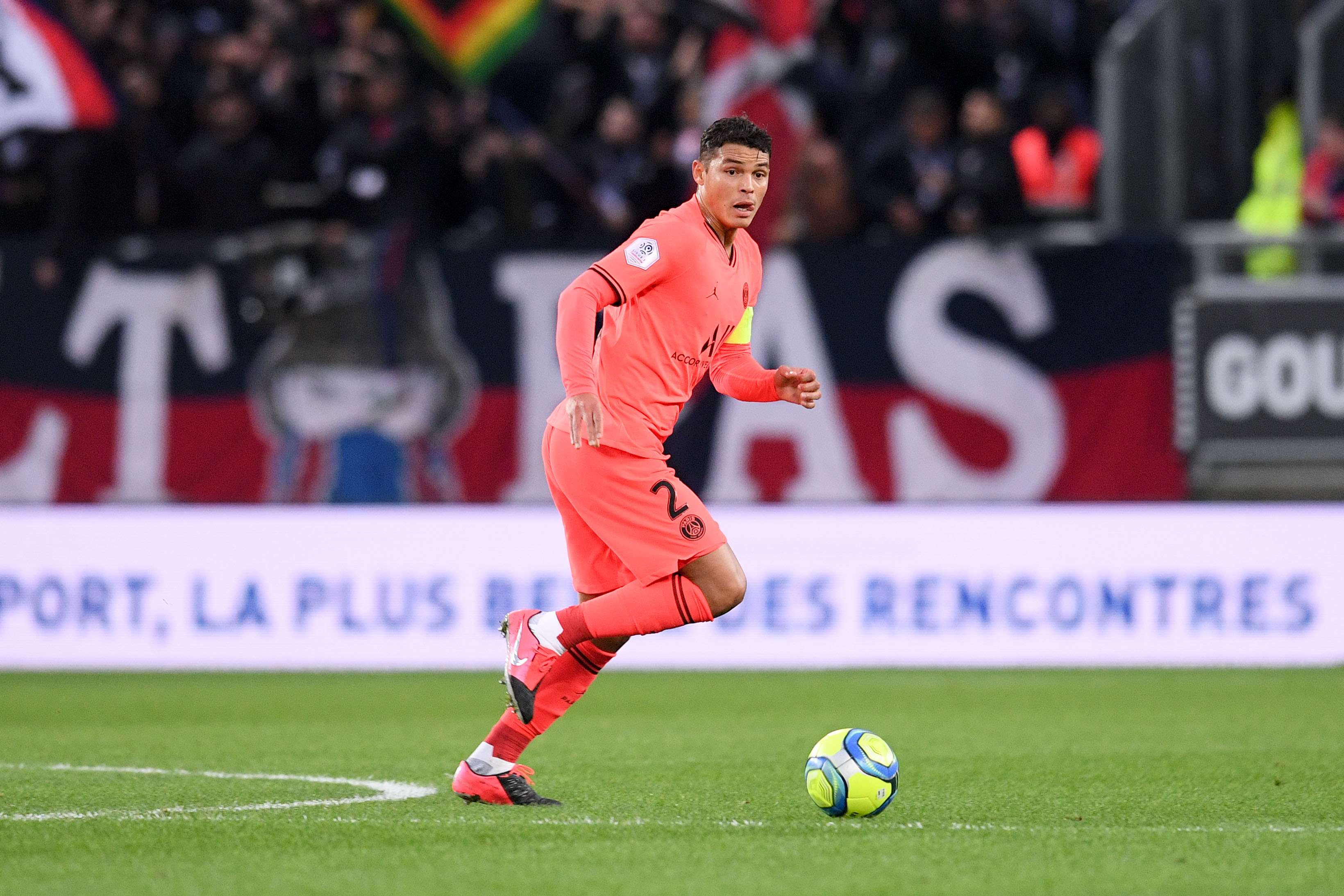 Football - Ligue des champions - Thiago Silva, symbole des (petites) incertitudes du PSG