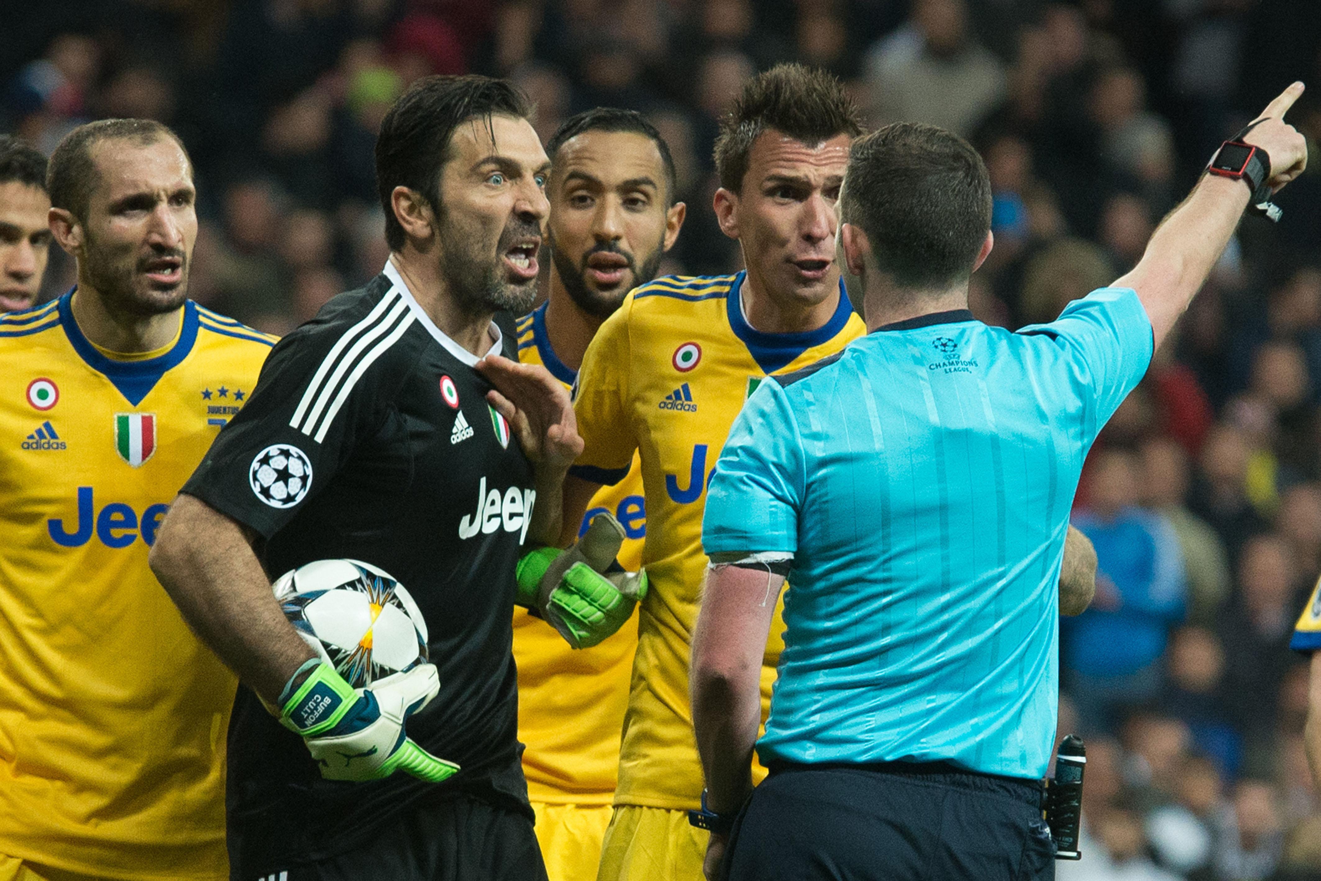 Football - Ligue des champions - UEFA : annoncé au PSG, Buffon écope de trois matches de suspension