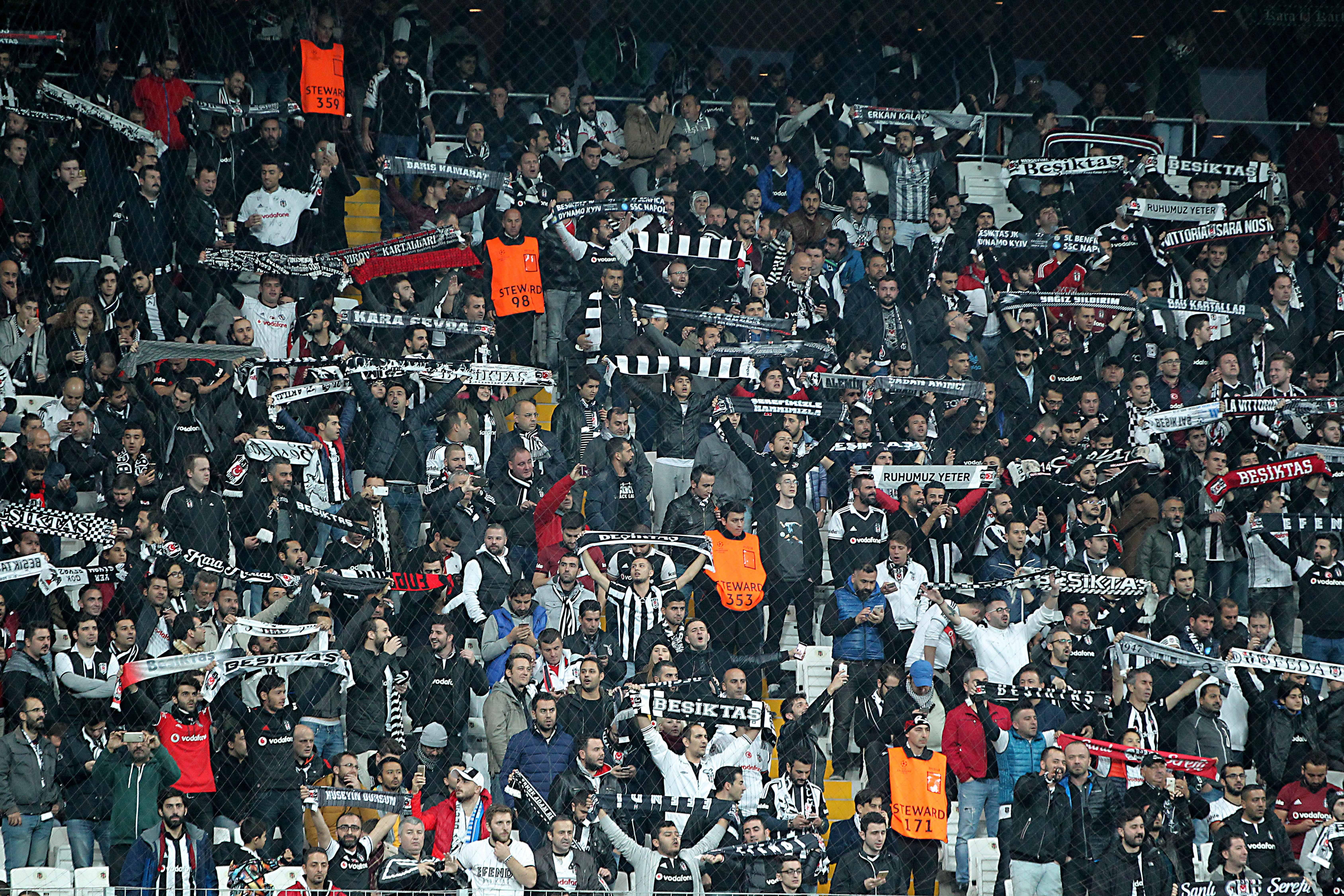 Football - Ligue Europa - Une marée de supporters turcs au Parc OL pour Lyon-Besiktas ?