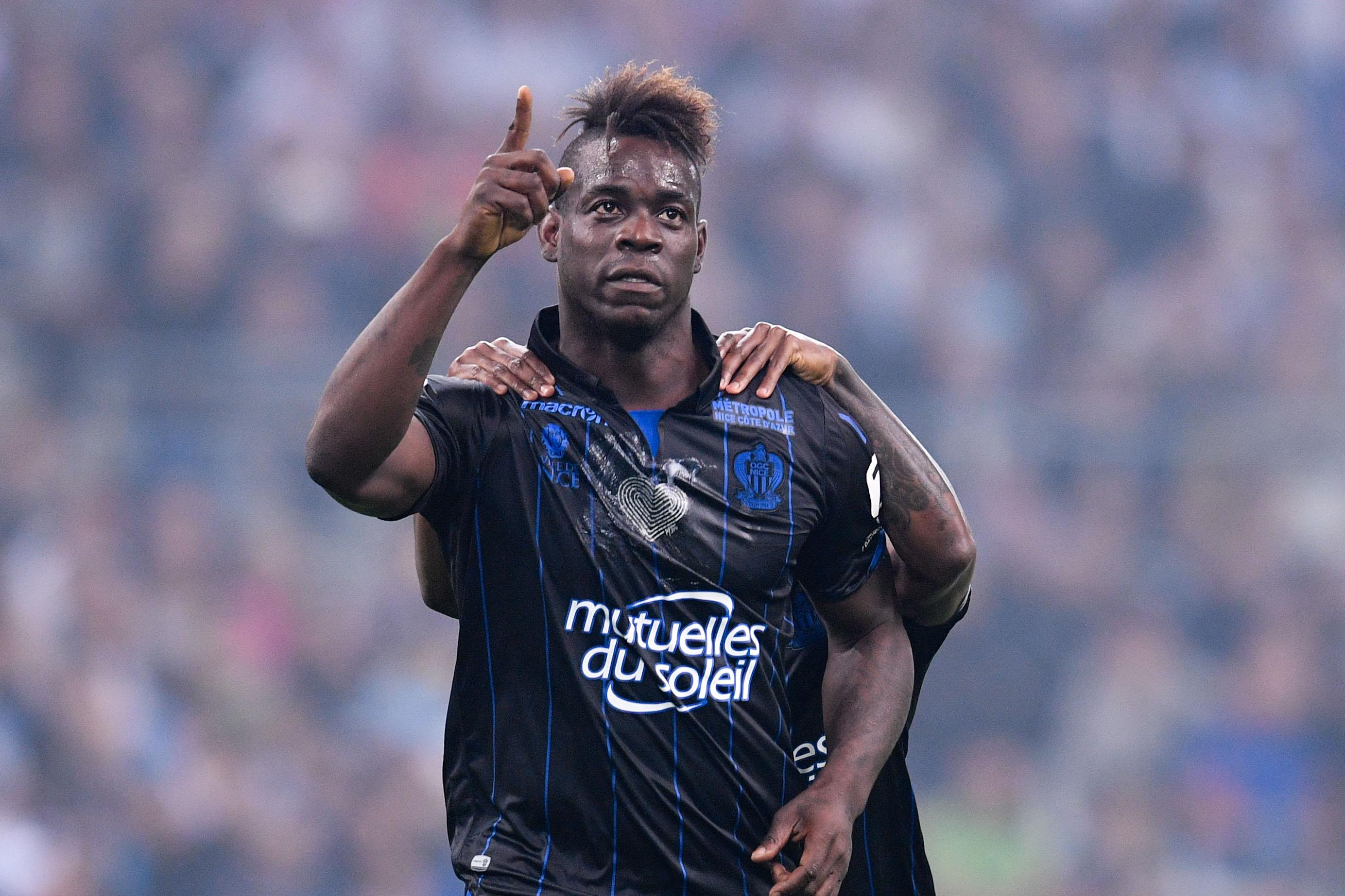 Football - Transferts - Courtisé par l'OM, Mario Balotelli reste à Nice