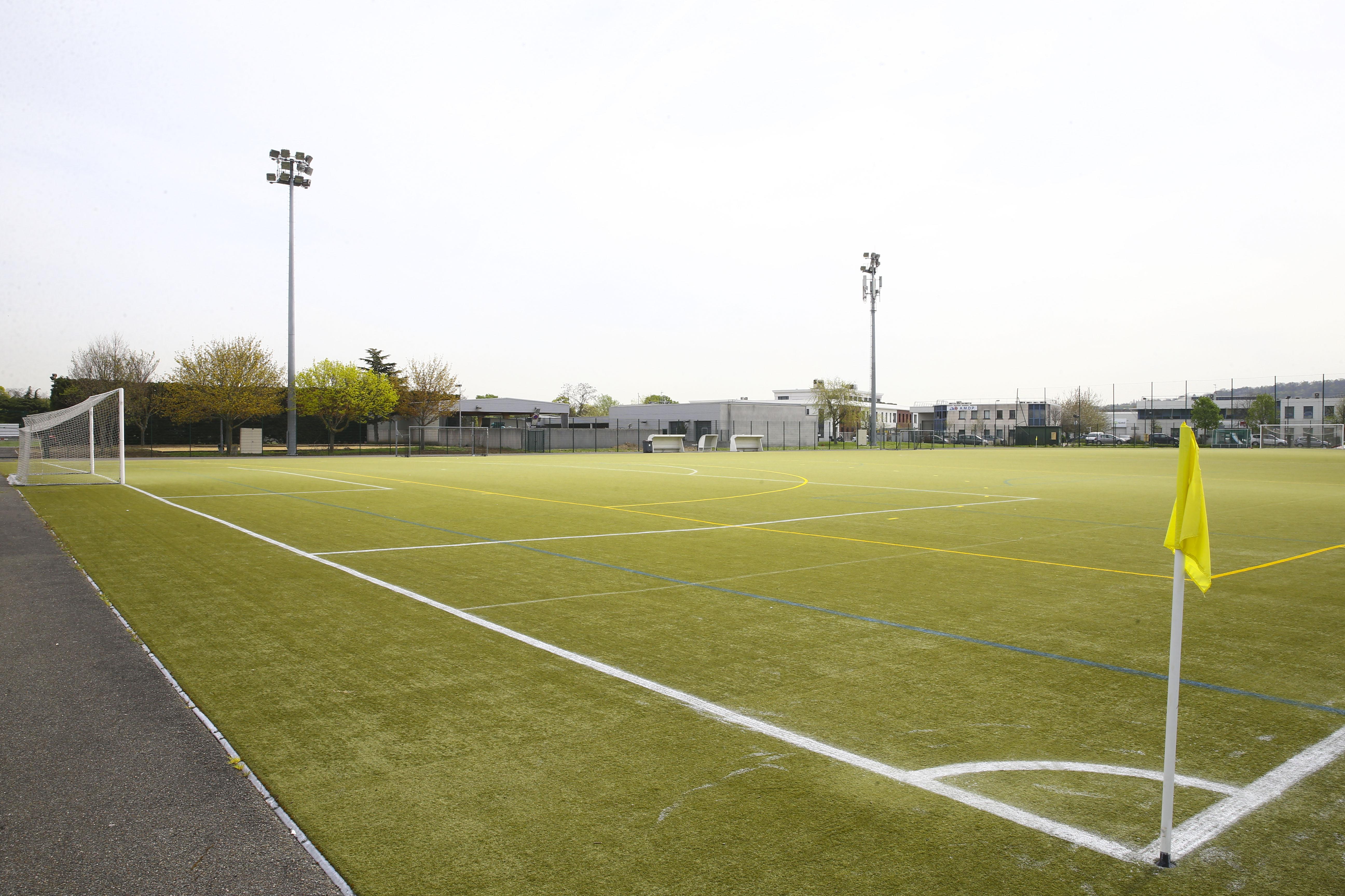 Football - Transferts - Et si les terrains de foot synthétiques étaient cancérigènes ?