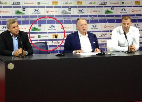 Football - Transferts - L'OL fait la présentation d'un joueur… qui n'est pas présent