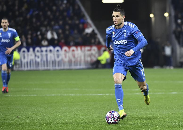 Football - Transferts - Le journal du mercato : La Vieille Dame prête à vieillir avec Ronaldo