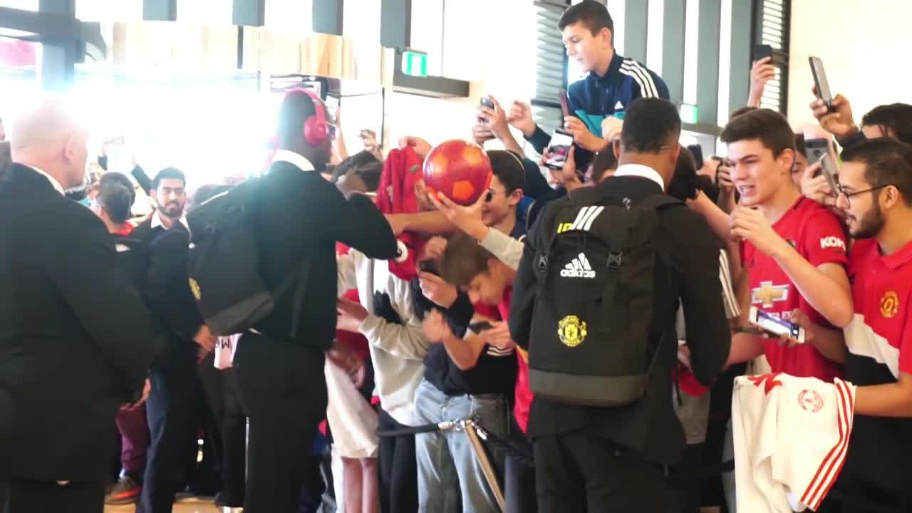 Football - Transferts - Manchester United : l'arrivée de Paul Pogba en stage à Perth