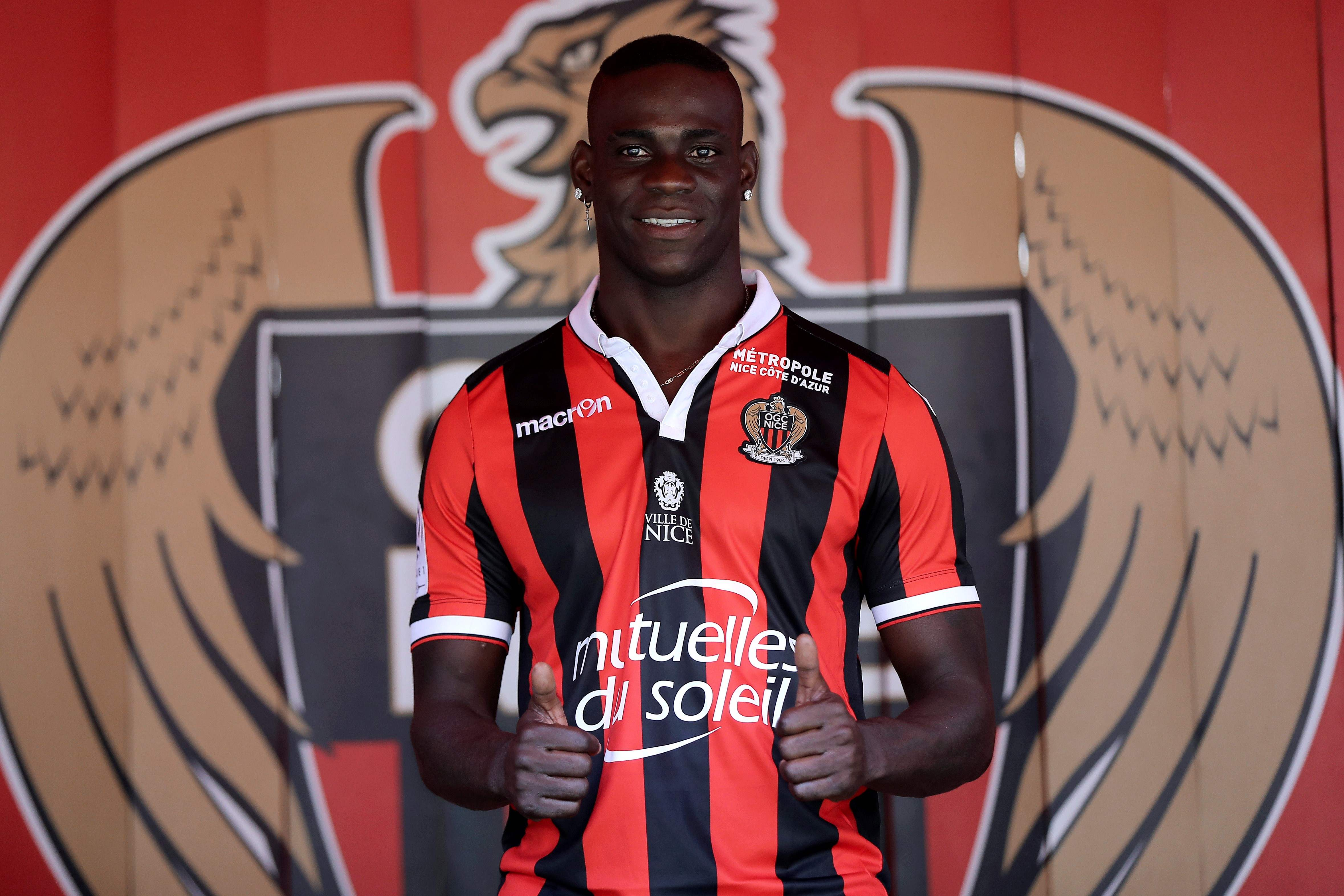 Football - Transferts - Mario Balotelli reste à Nice (officiel)