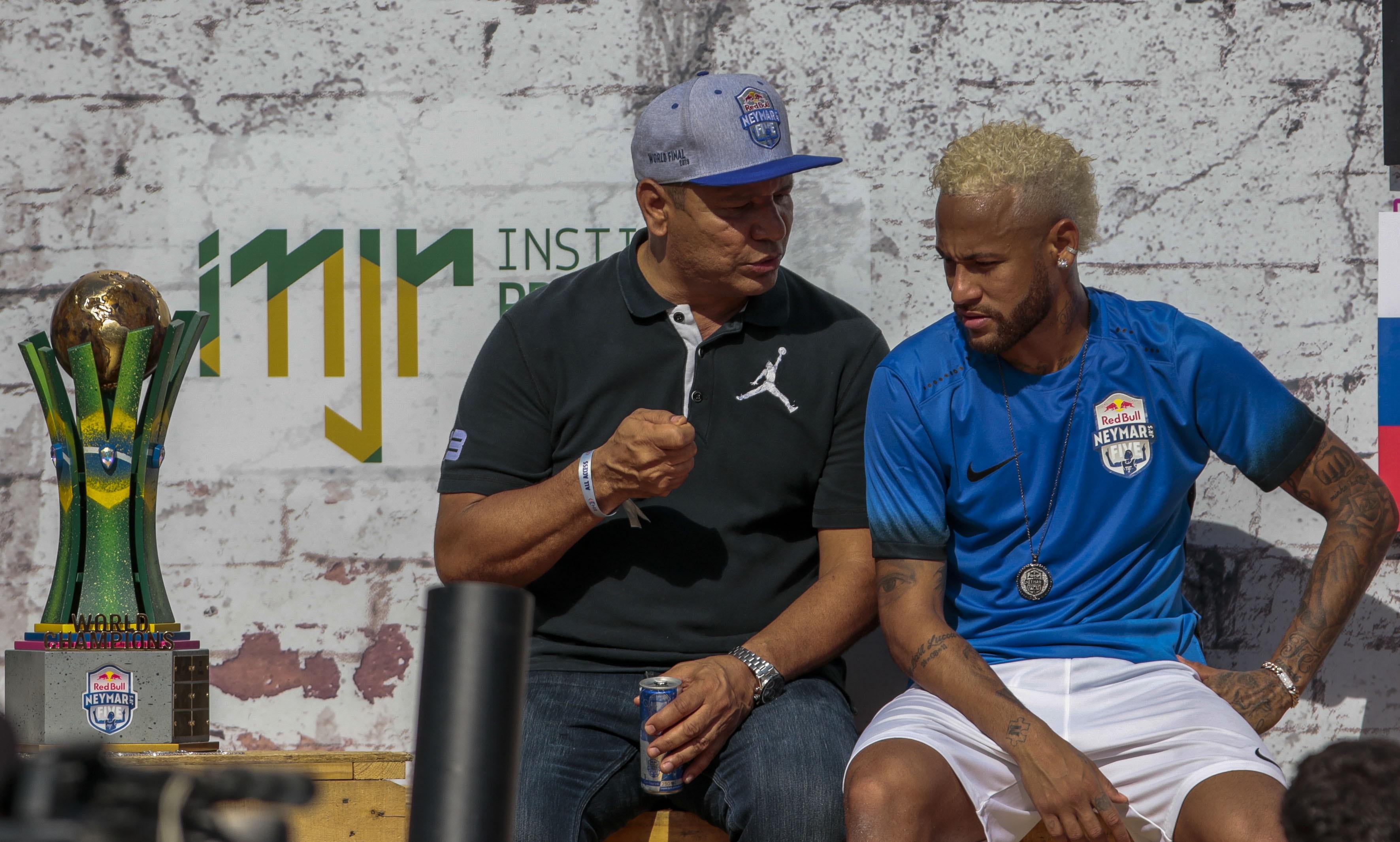 Football - Transferts - Pour le père de Neymar, «les négociations ne sont pas terminées»