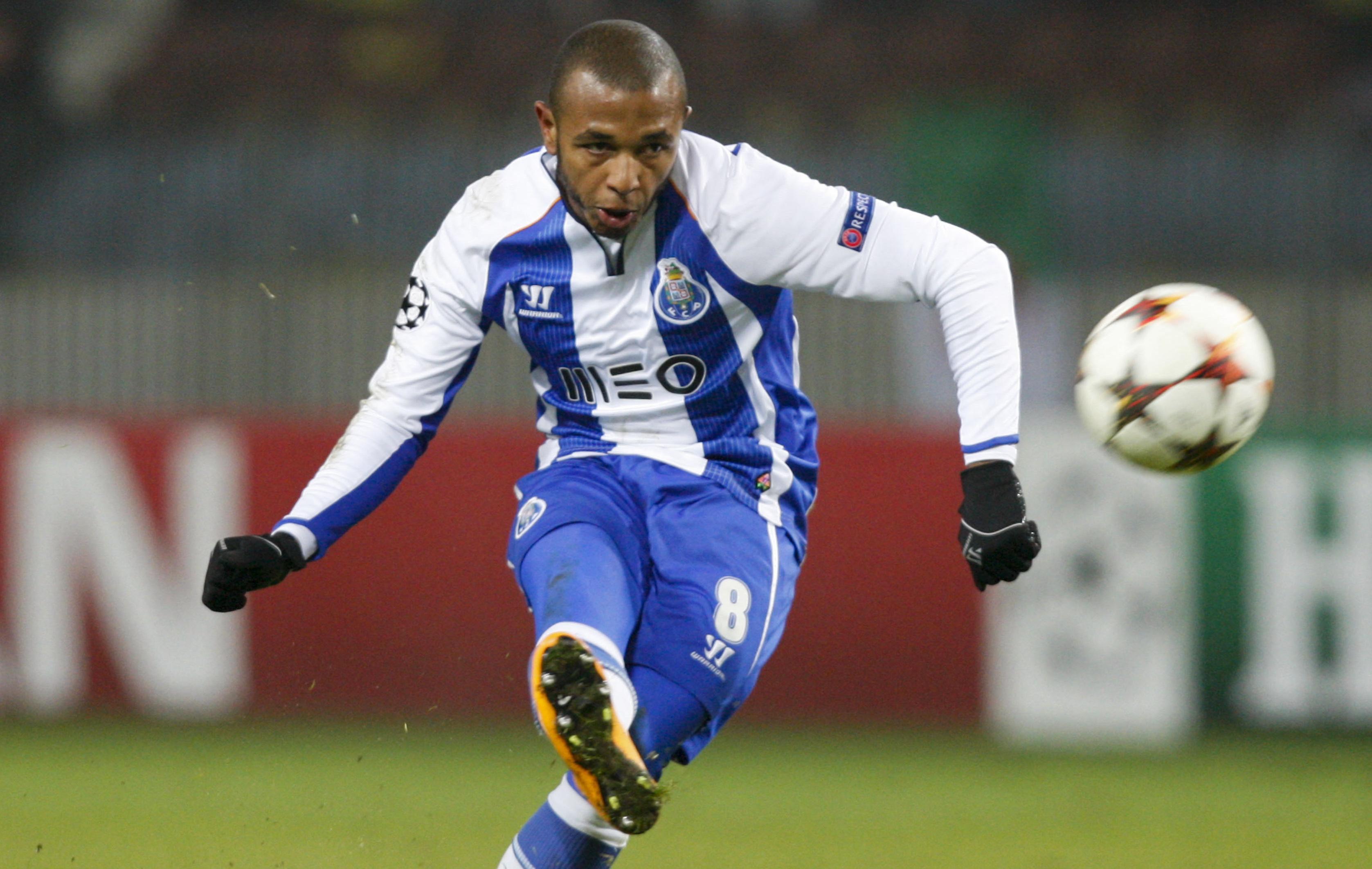 Football - Transferts - PSG : Brahimi «ne peut rester indifférent»