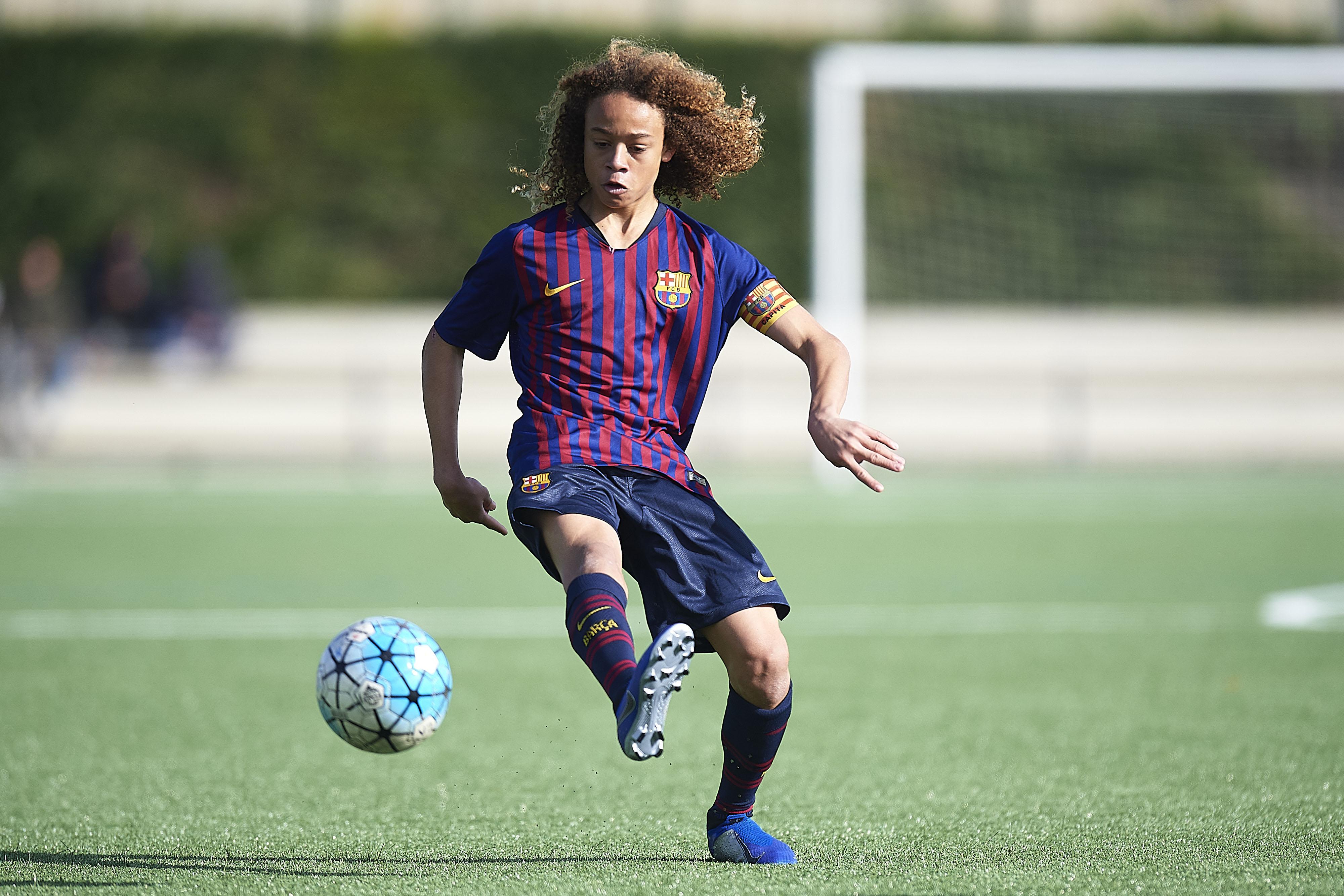 Football - Transferts - Xavi Simons, qui est le crack de 16 ans que le PSG a chipé au Barça ?