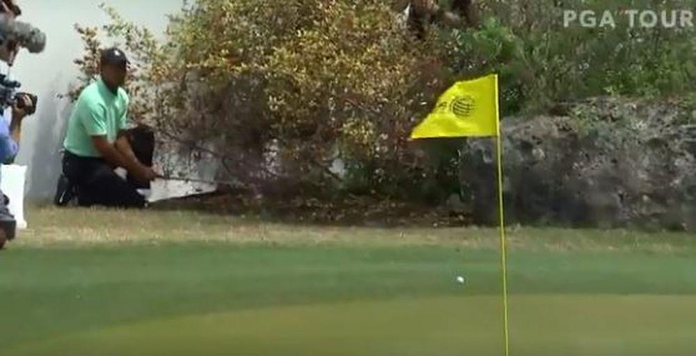 Golf - Monde - Le coup magique de Tiger Woods au WGC-Match Play