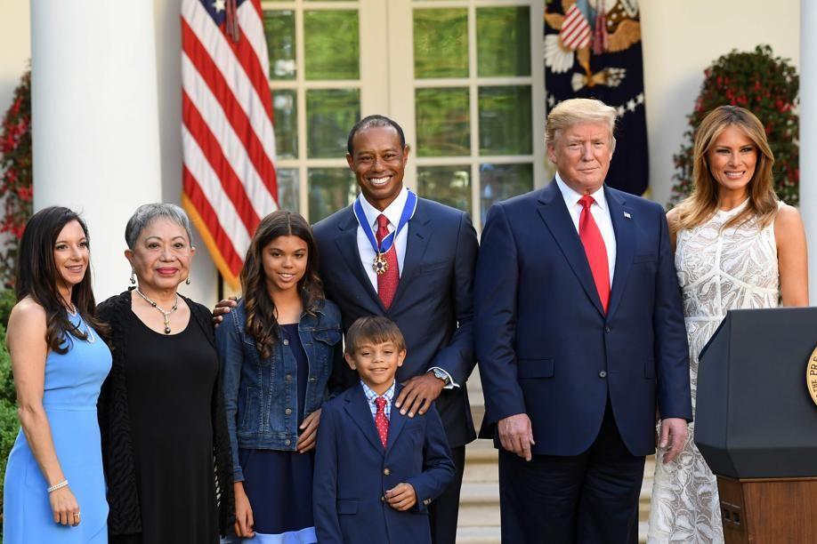 Golf - Tour américain - Tiger Woods, décoré par Donald Trump