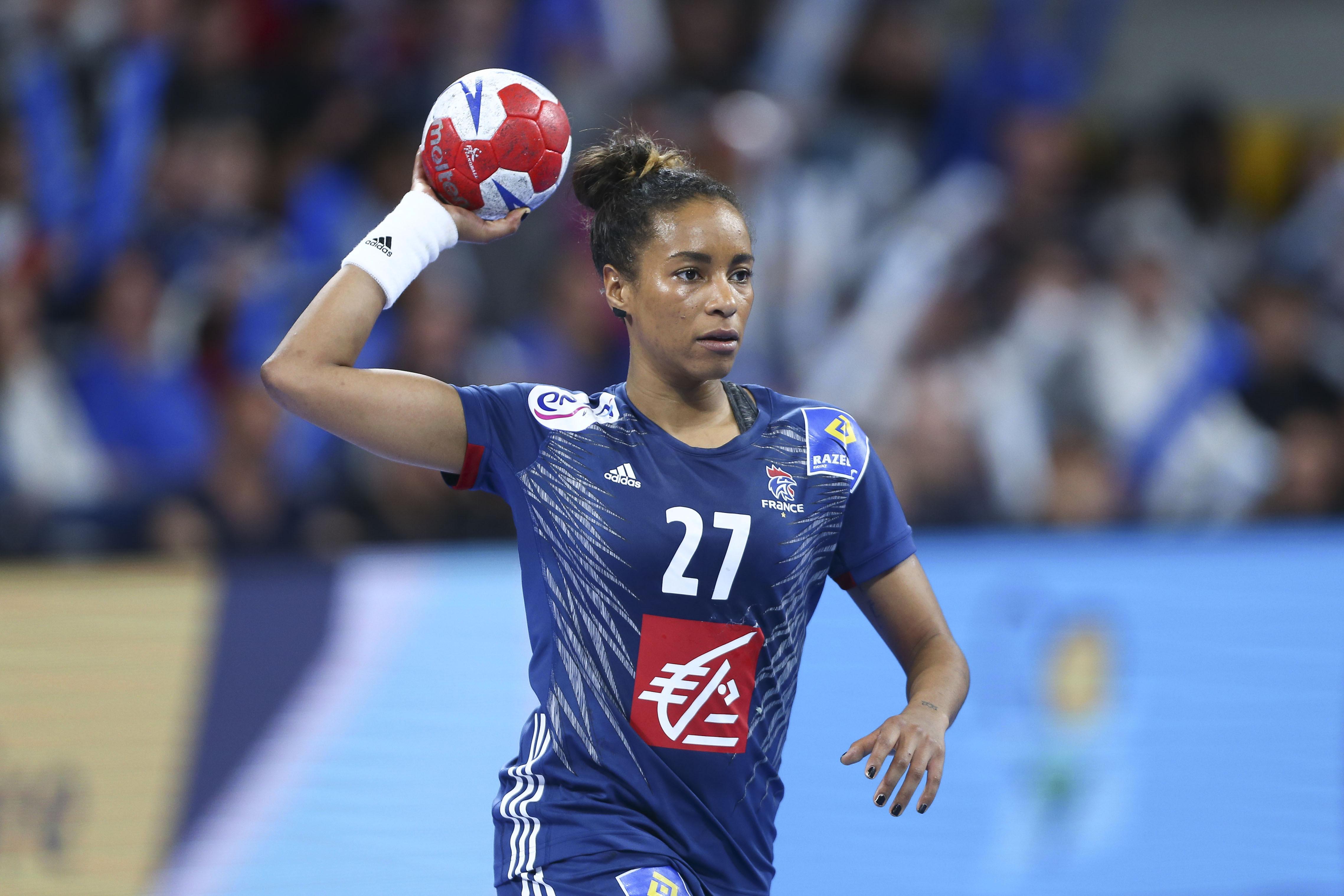2d4dc93c2f9af Estelle Nze Minko, la nouvelle star du hand français - Equipe de France -  Handball