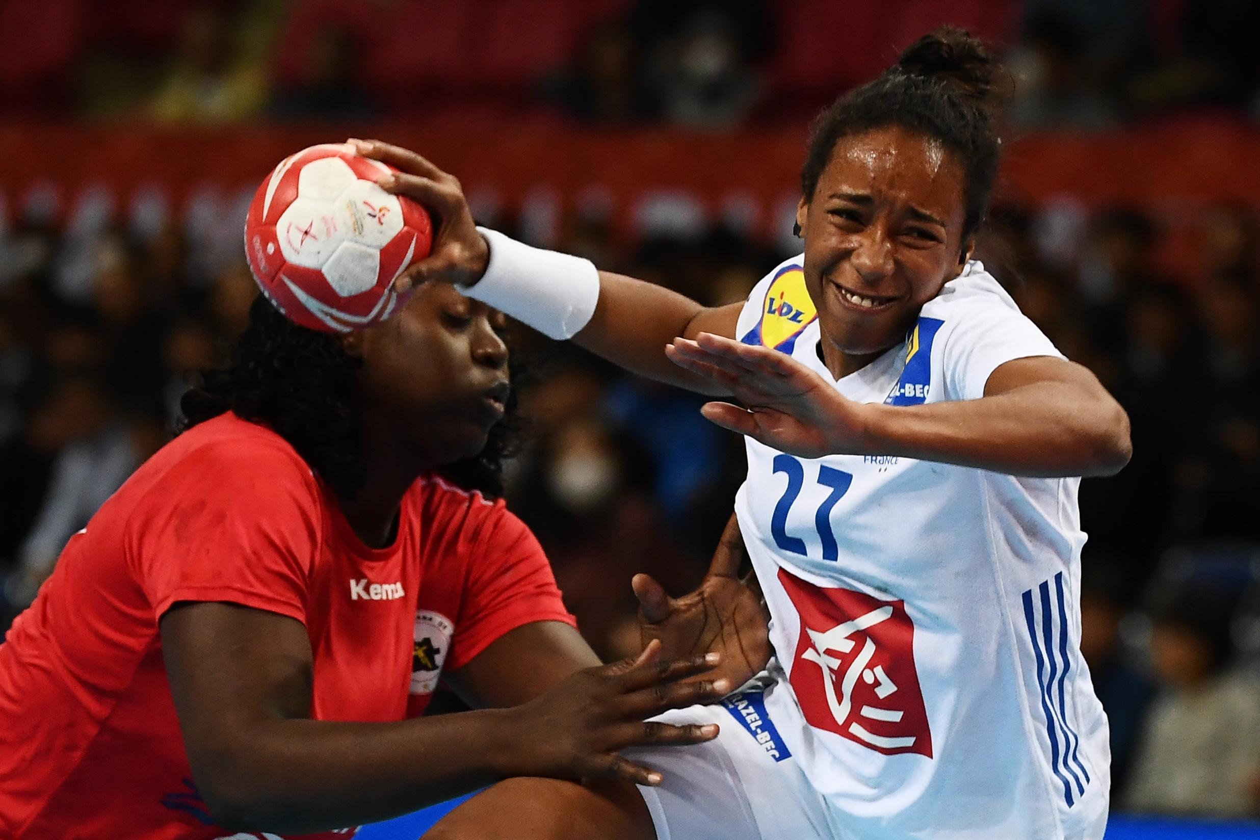 Handball - Equipe de France - Mondial 2019 : victorieuses de l'Angola, les Bleues joueront pour la 13e place