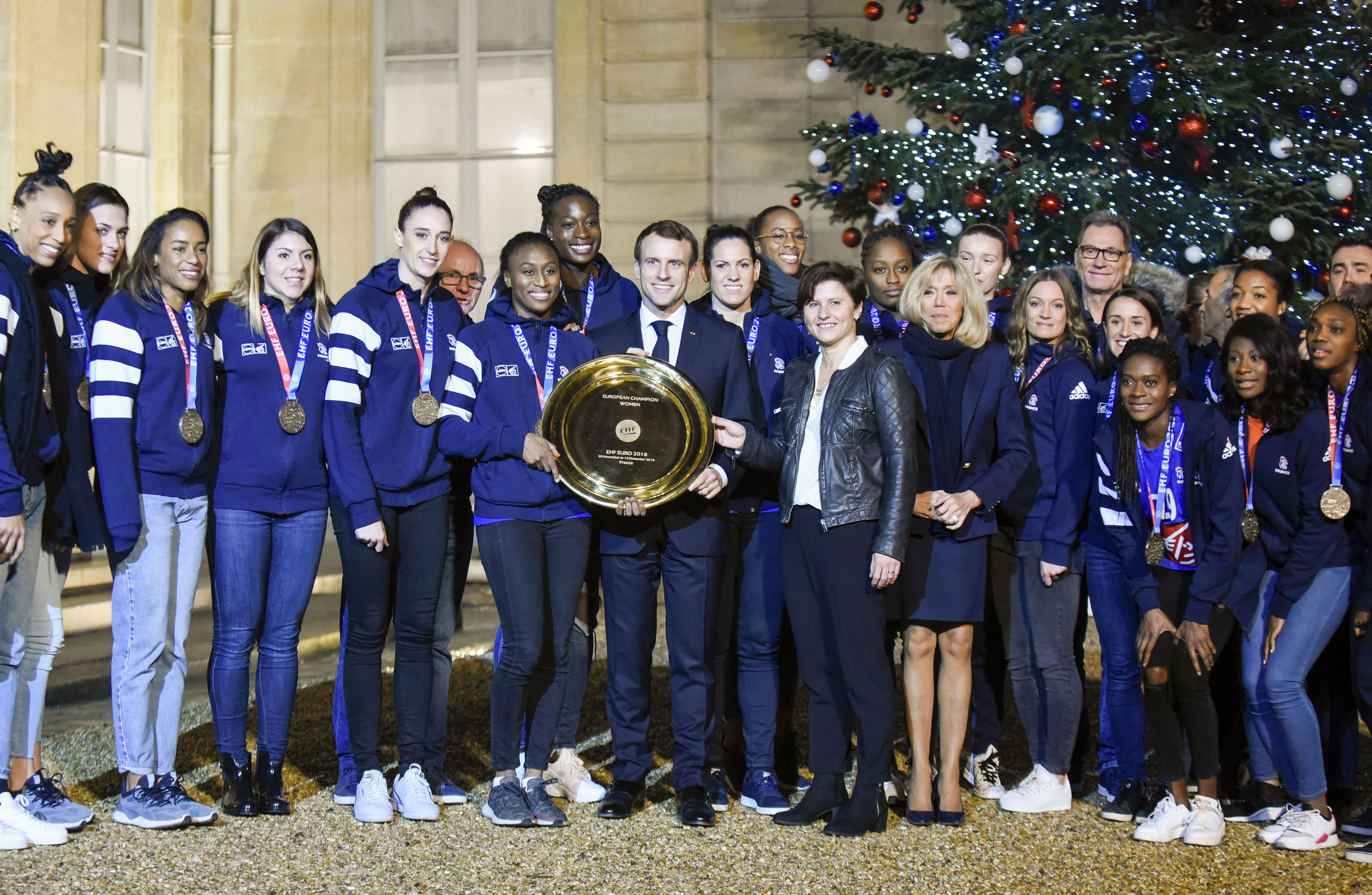 Handball - Equipe de France - Une handballeuse championne du monde se demande pourquoi elle n'a pas reçu la Légion d'honneur