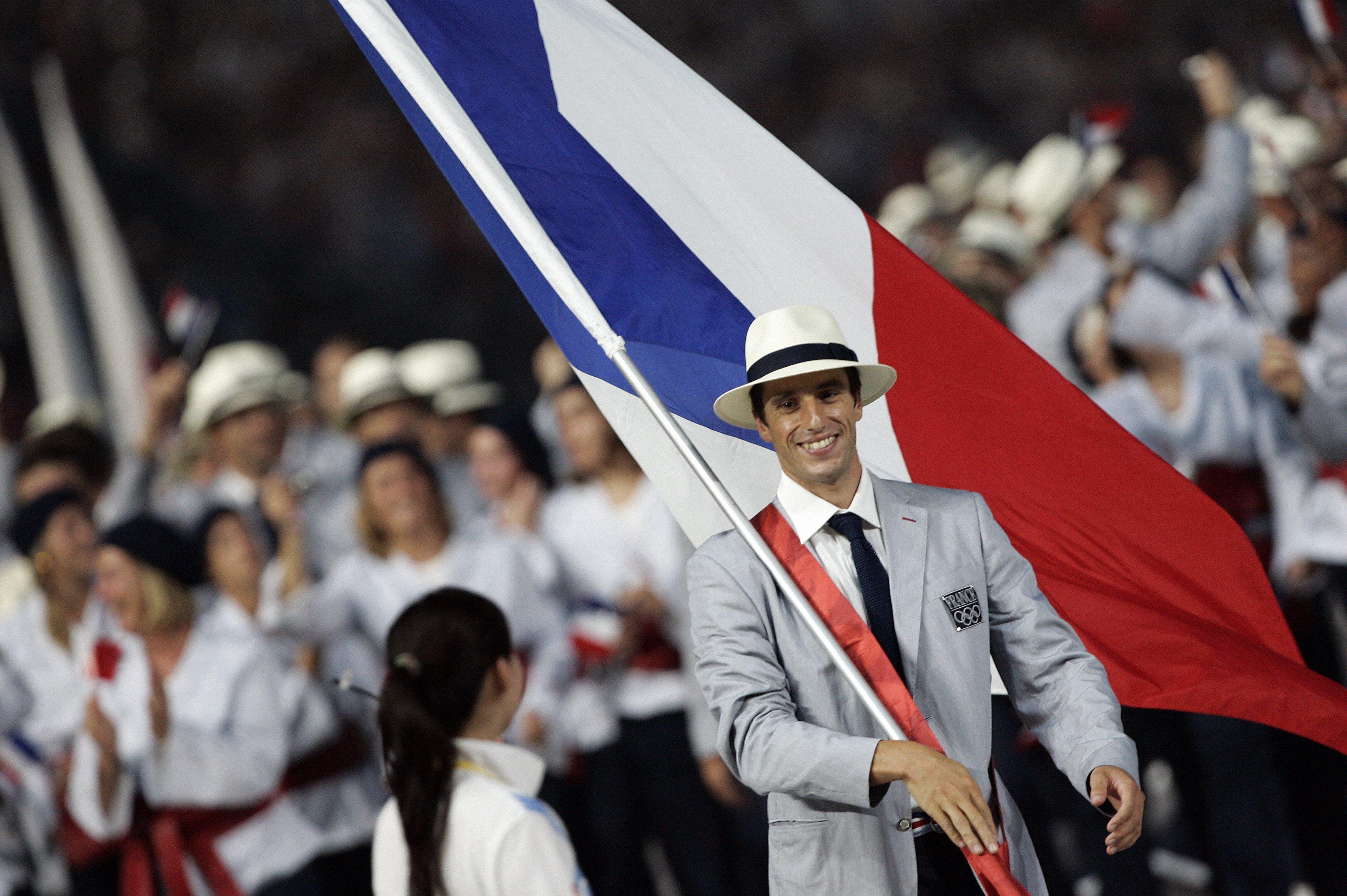 Les porte drapeaux fran ais jeux olympiques for Porte drapeaux