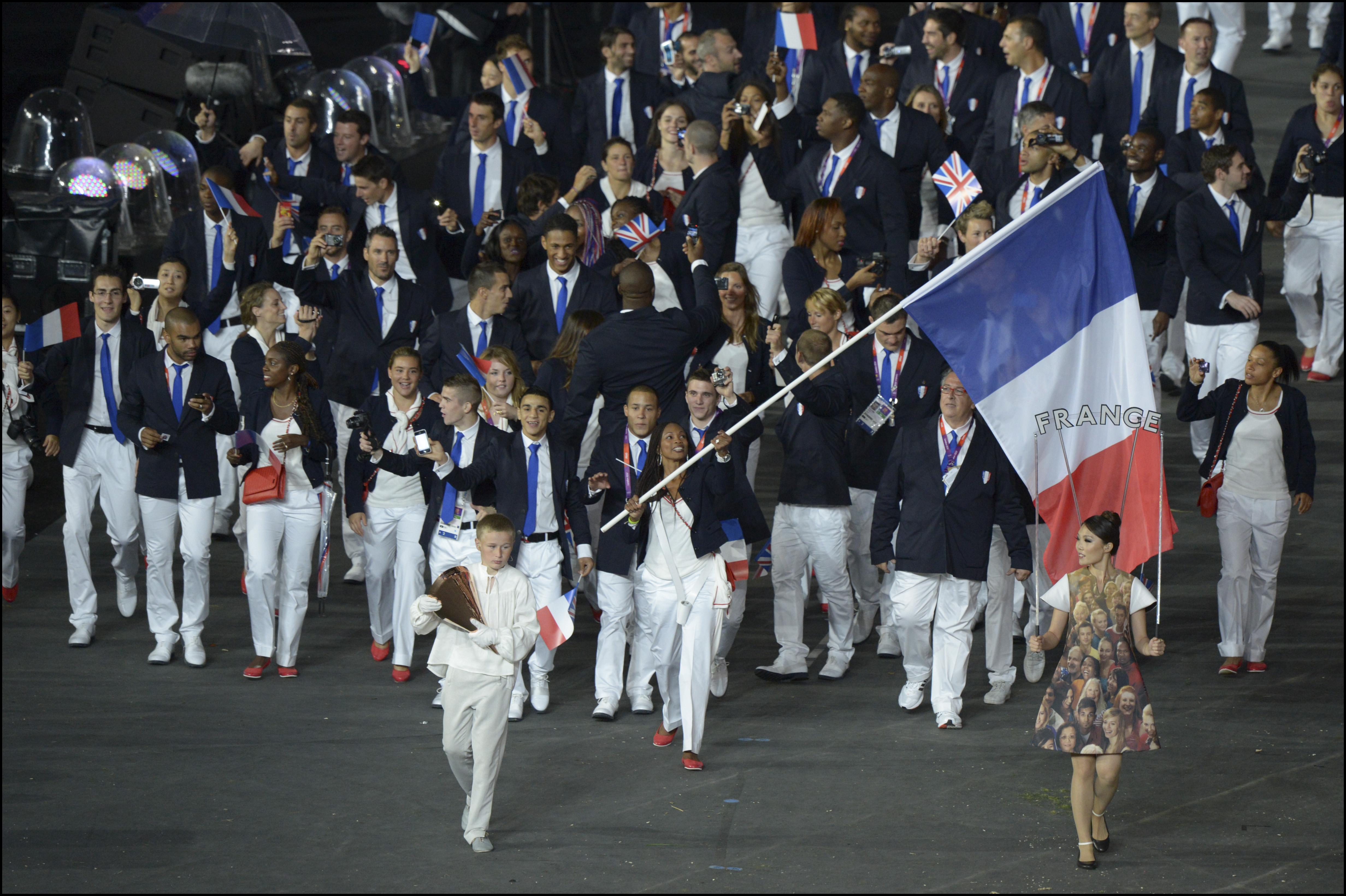 le porte drapeau fran 231 ais d 233 sign 233 par les athl 232 tes fin juillet 2016 jeux olympiques