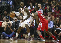 2017-11-10T040655Z_699775894_NOCID_RTRMADP_3_NBA-CLEVELAND-CAVALIERS-AT-HOUSTON-ROCKETS_image
