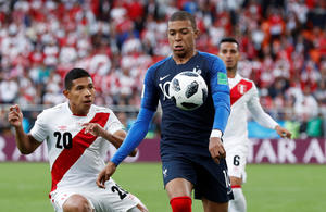 2018-06-21T150611Z_1935255008_RC1E582A3000_RTRMADP_3_SOCCER-WORLDCUP-FRA-PER_image