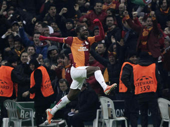 LA CHAMPION S LEAGUE - Page 11 Galatasaray-Chelsea-joie-Chedjou_full_diapos_large_full_article_diapo