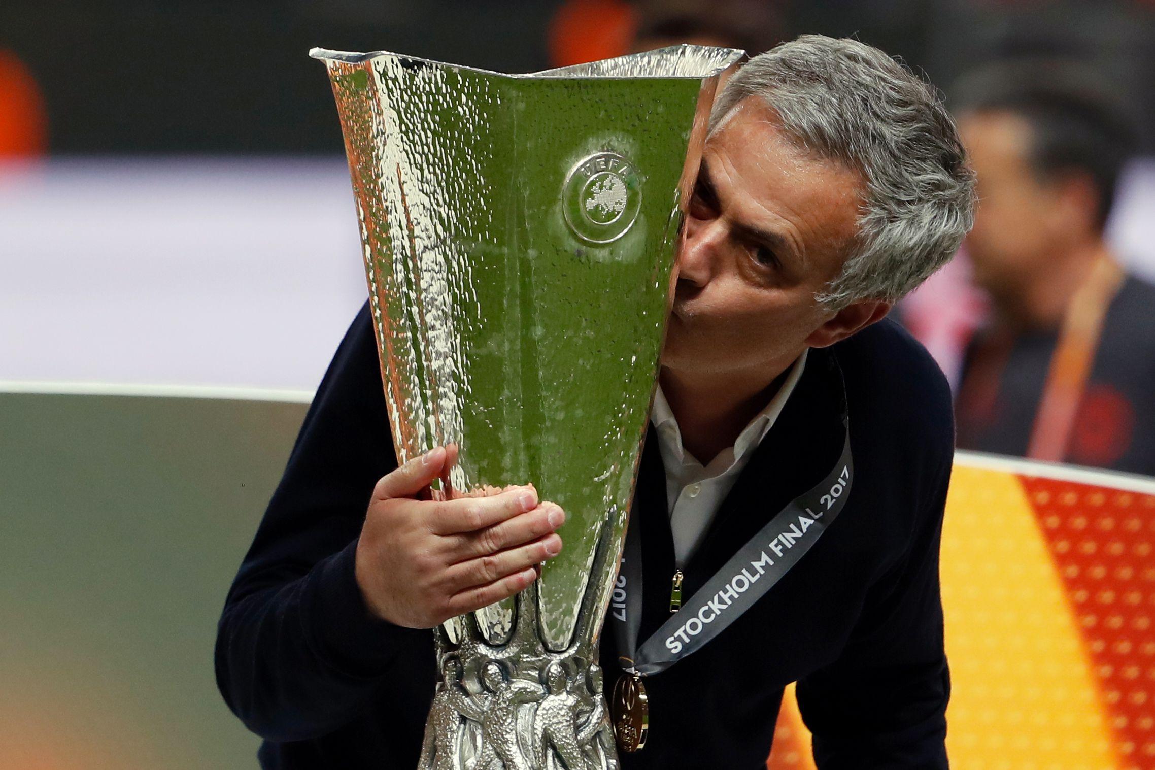 Football - Ligue Europa - Pogba aux anges, «Ibra» première, minute de silence : Le sacre de Manchester United en images