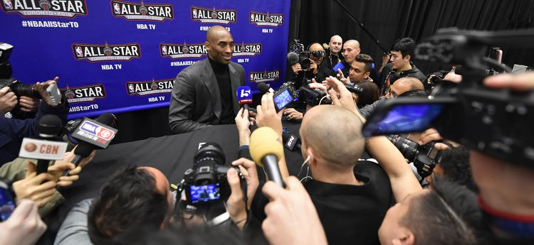 Kobe Bryant face aux médias à Toronto - Bob Donnan-USA TODAY Sports