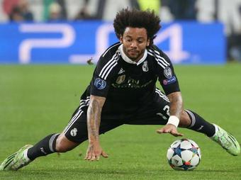 Marcelo-le-grand-ecart_full_diapos_large