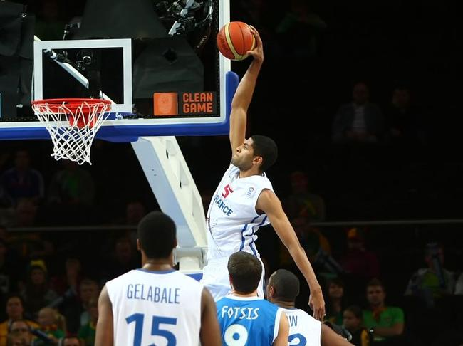 Nicolas-Batum-dunk_full_diapos_large