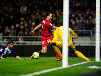 Toulouse-Paris-SG-Ibrahimovic-passe_full_diapos_large