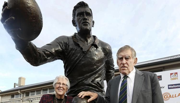 Rugby - La légende des All Blacks, Sir Colin Meads, est décédée