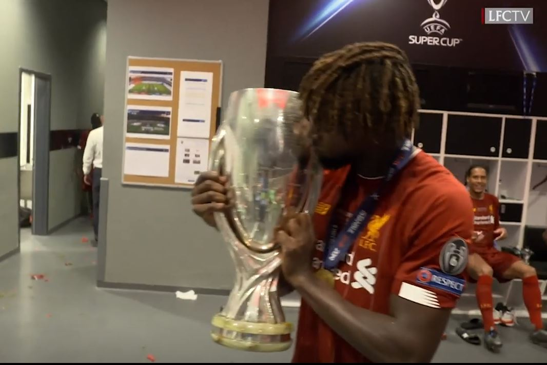 Rugby - Coupe du monde 2019 - Vivez célébration de la Supercoupe d'Europe dans les vestiaires de Liverpool