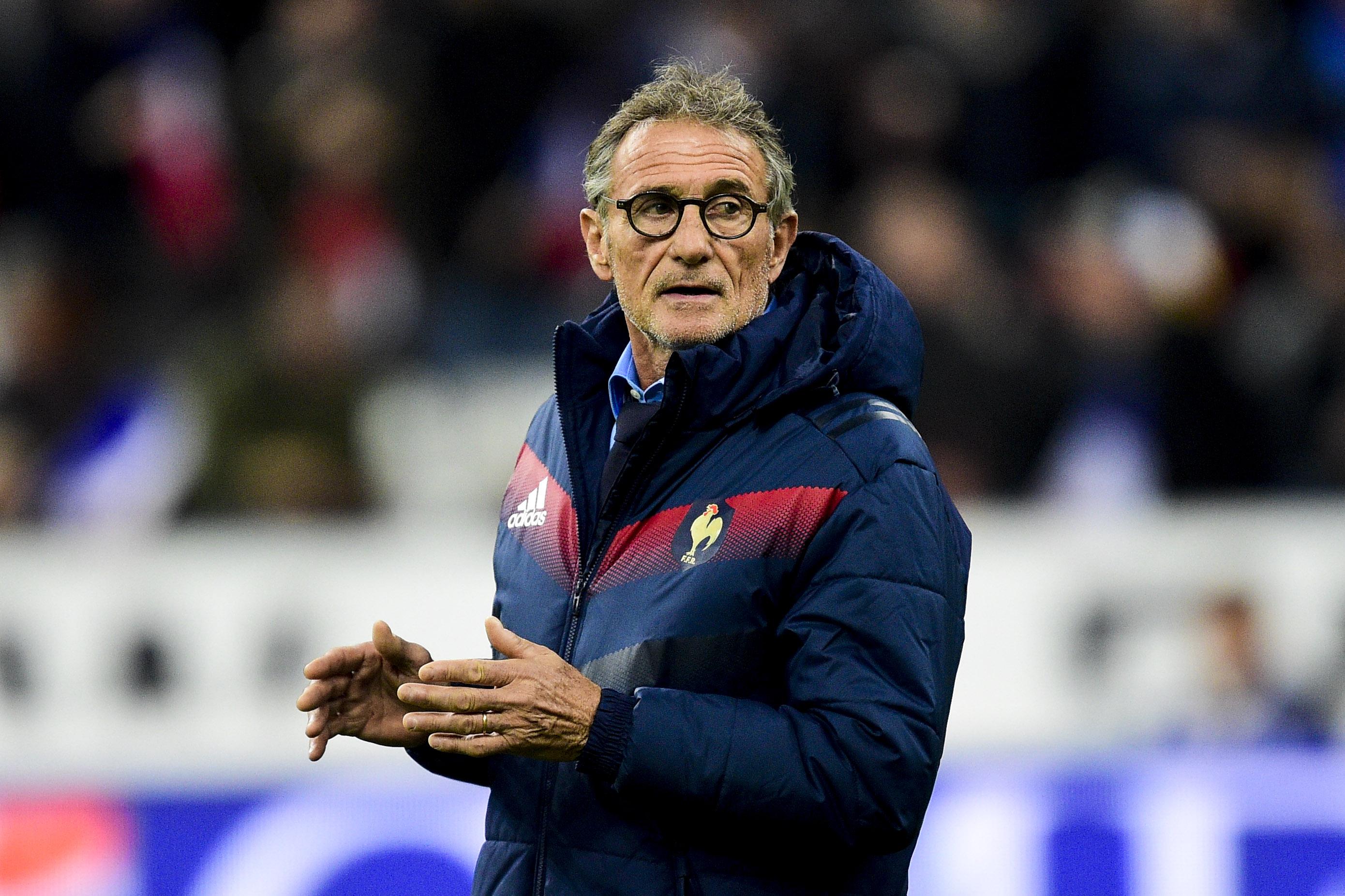 Infos sports : Rugby - </b>XV de France - Guy Nov&#232;s re&#231;oit un coup de fil d&rsquo;insultes d&rsquo;un ex-international fran&#231;ais