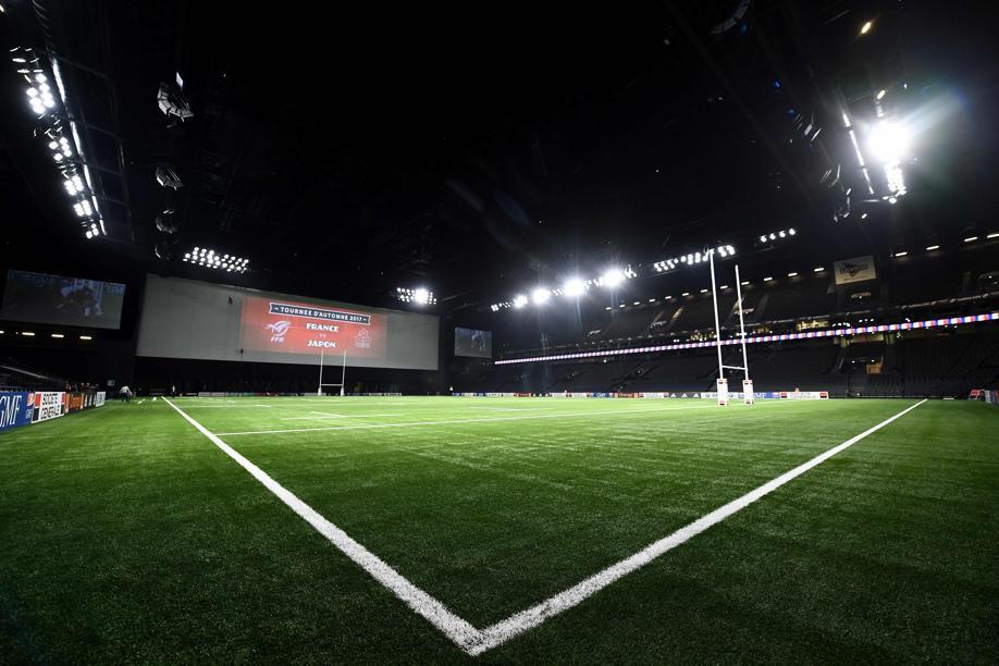 U arena toit ferm pelouse synth tique et rugby xv de for Interieur u arena