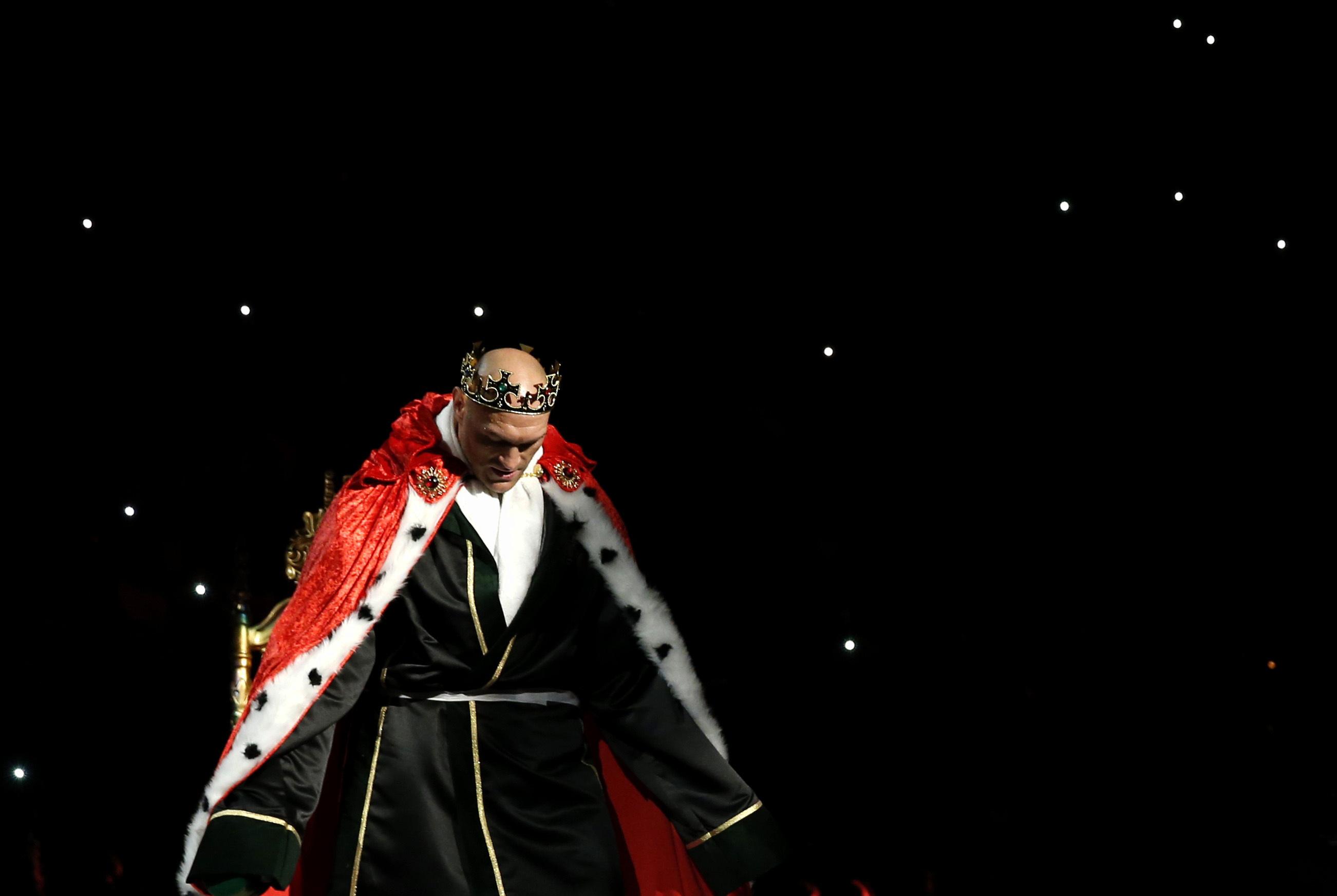 Couronne, trône, chanson a capella : Tyson Fury a fait le show à Vegas