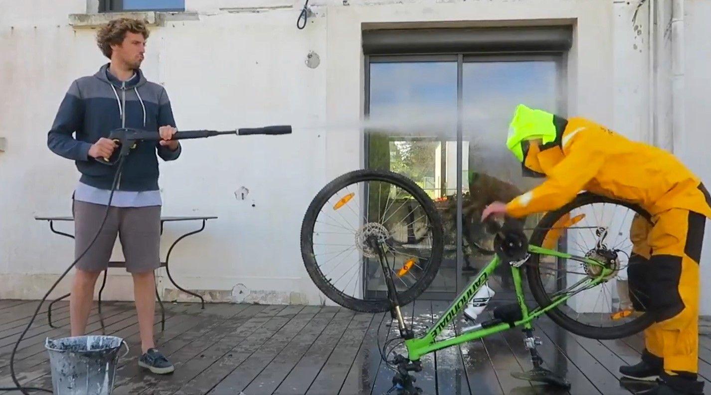 Voile - Vendée Globe - Clarisse Crémer fait le buzz avec une vidéo «humour» d'entraînement au Vendée Globe